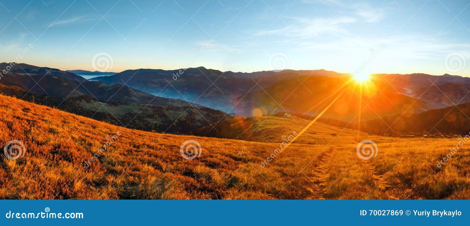 Lever de soleil en automne carpathien