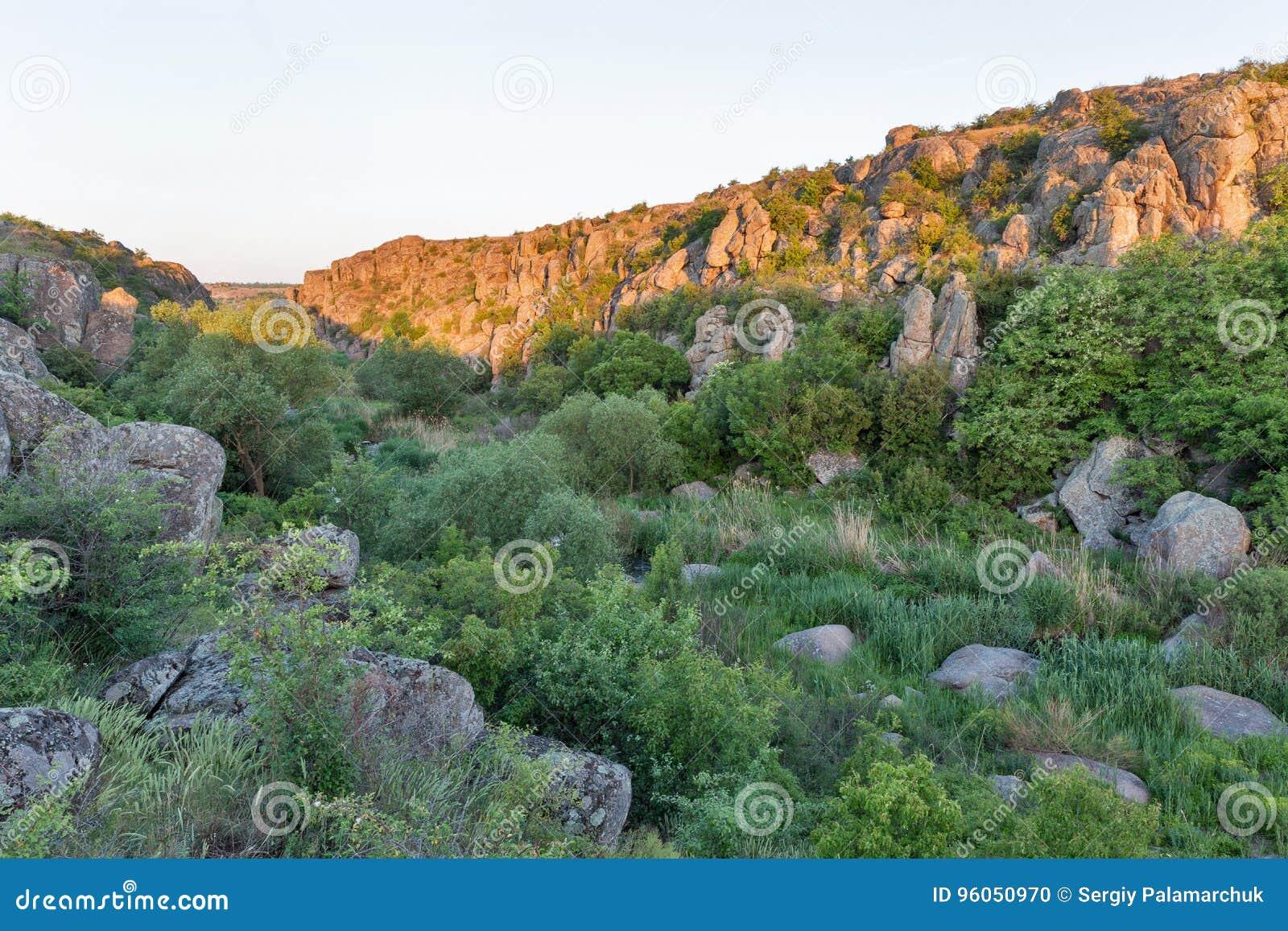 Lever de soleil en canyon d Aktove