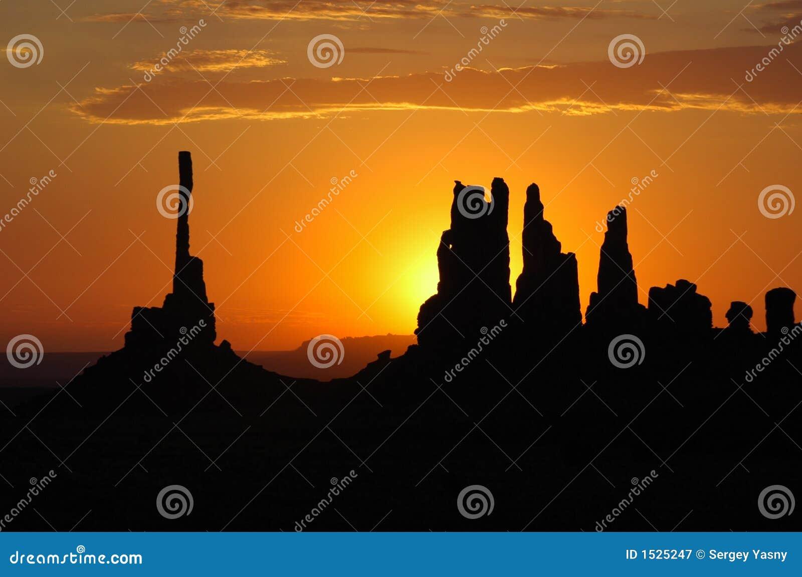 Lever de soleil en vallée de monument