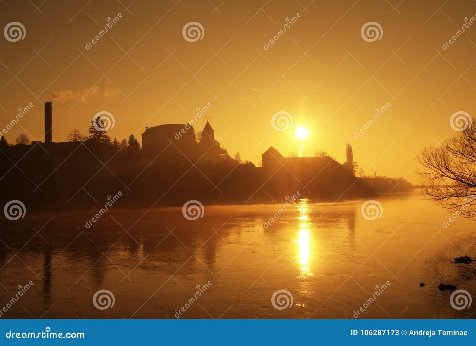 Lever de soleil par la rivière