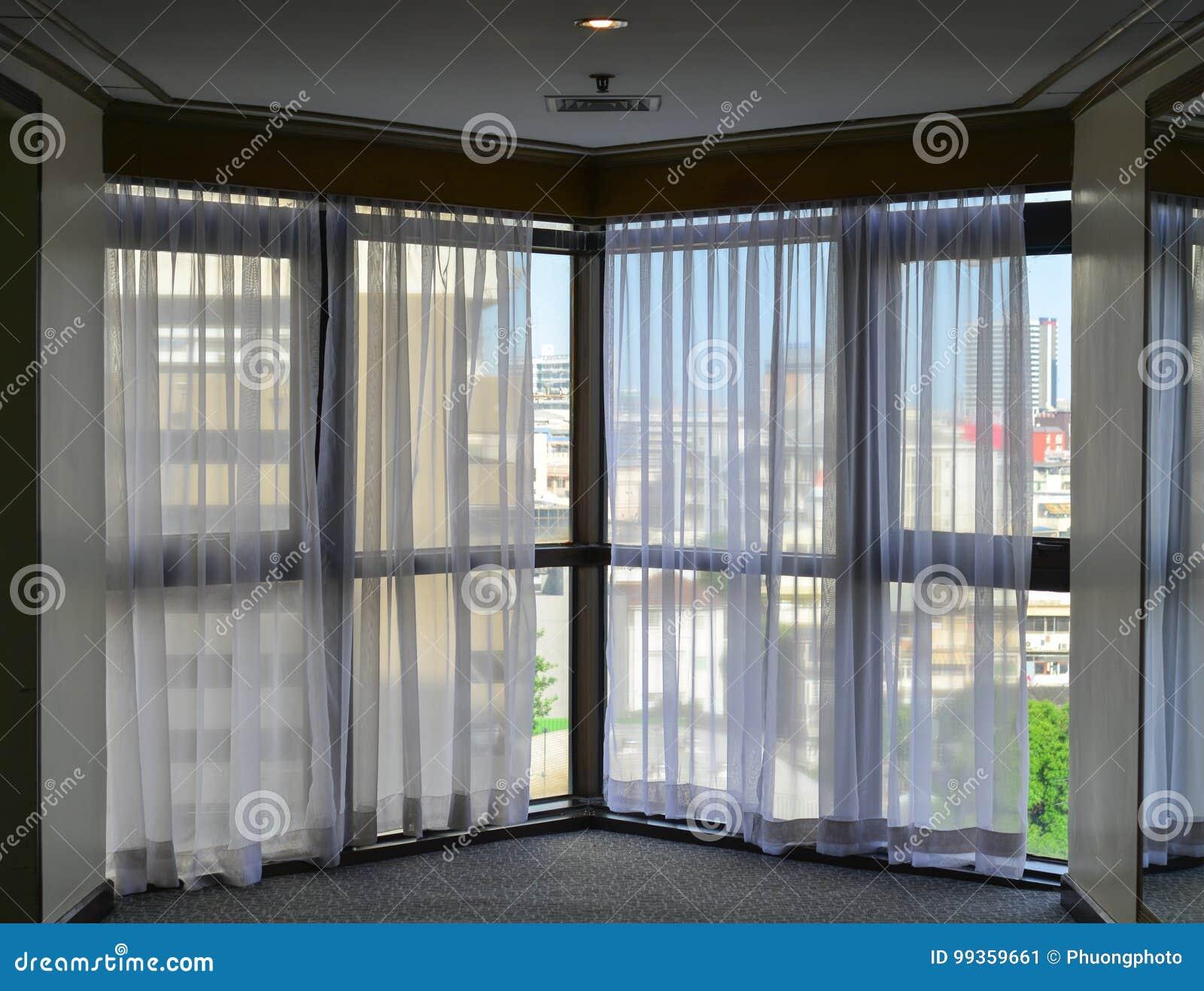 Lever De Soleil Par Les Rideaux Transparents D\'une Fenêtre Image ...