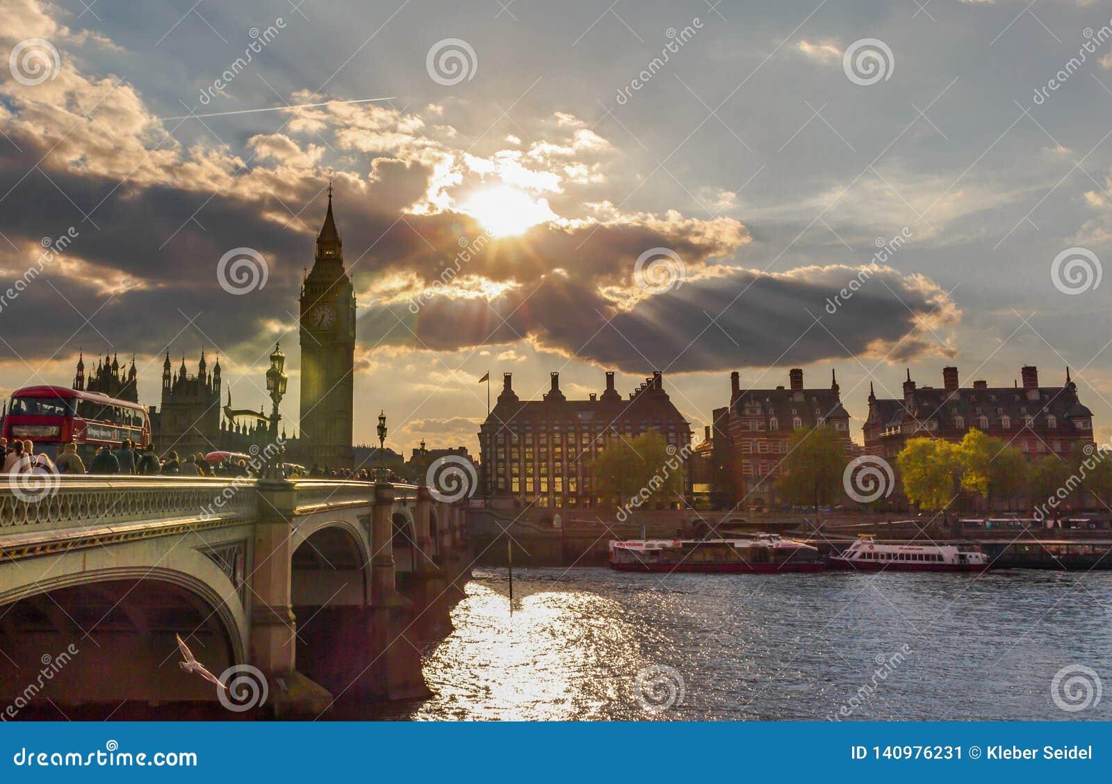 Lever de soleil stupéfiant à Londres, l Europe
