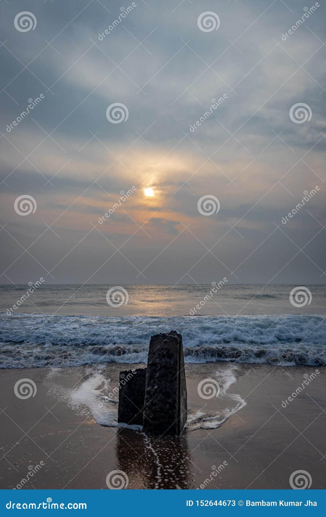 Lever de soleil sur la plage de mer
