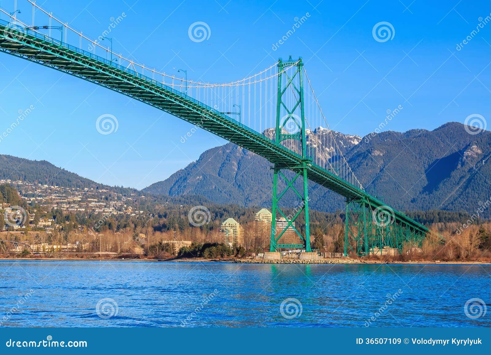 Lew bramy most