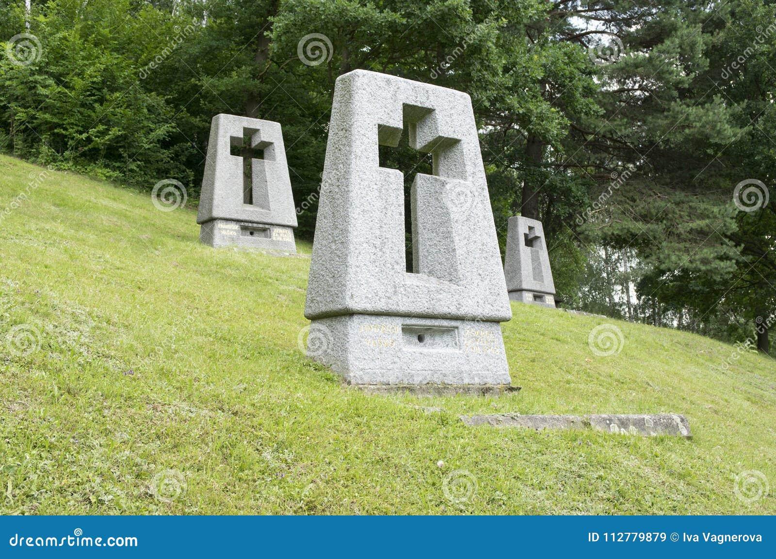 Lezaky纪念碑,在草甸的坟墓
