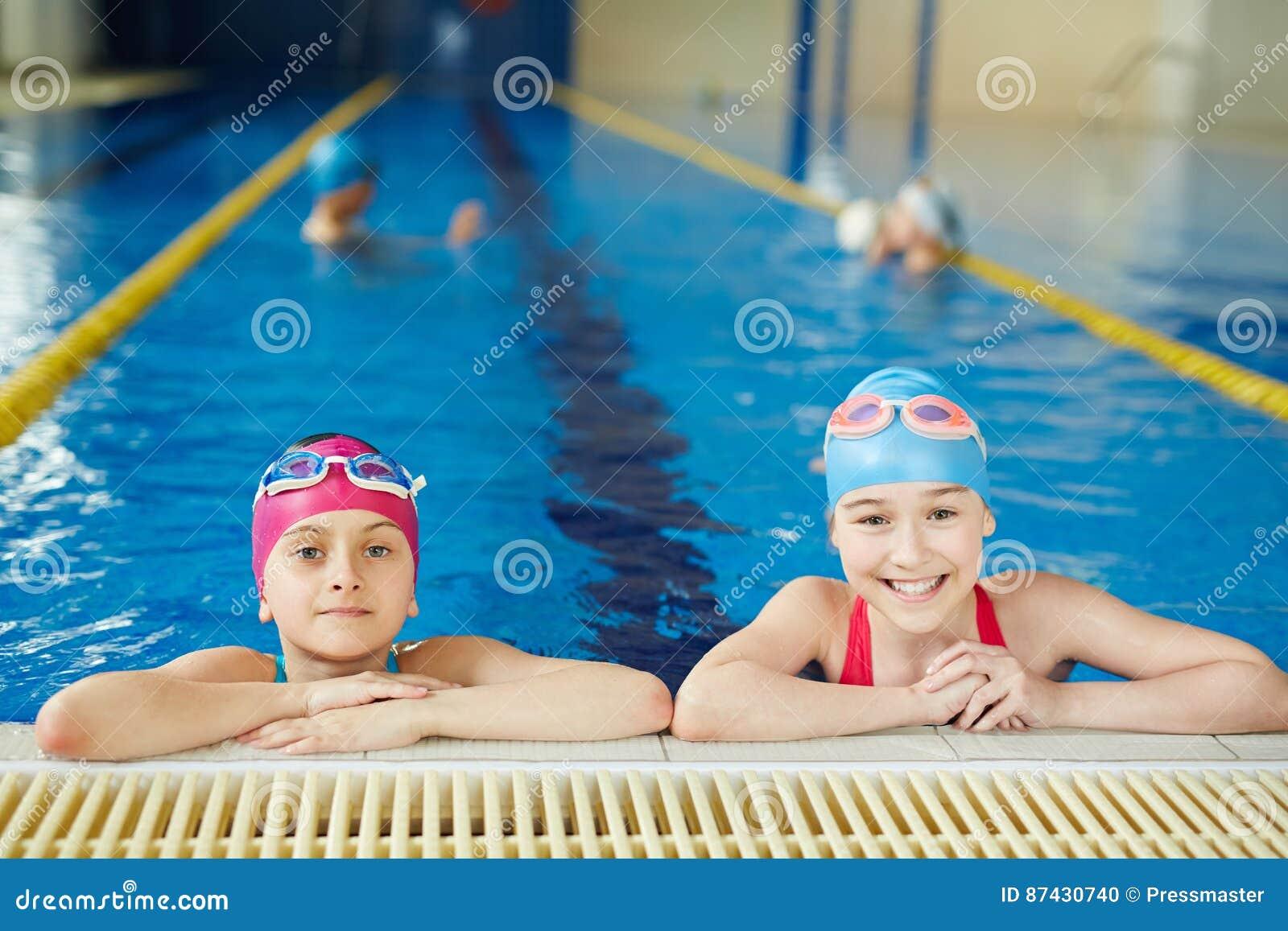 Lezione del PE nella piscina