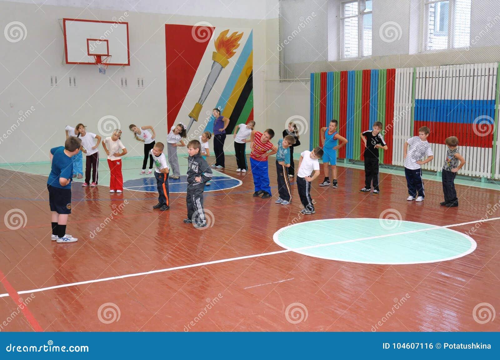 Lezione di educazione fisica a scuola primaria