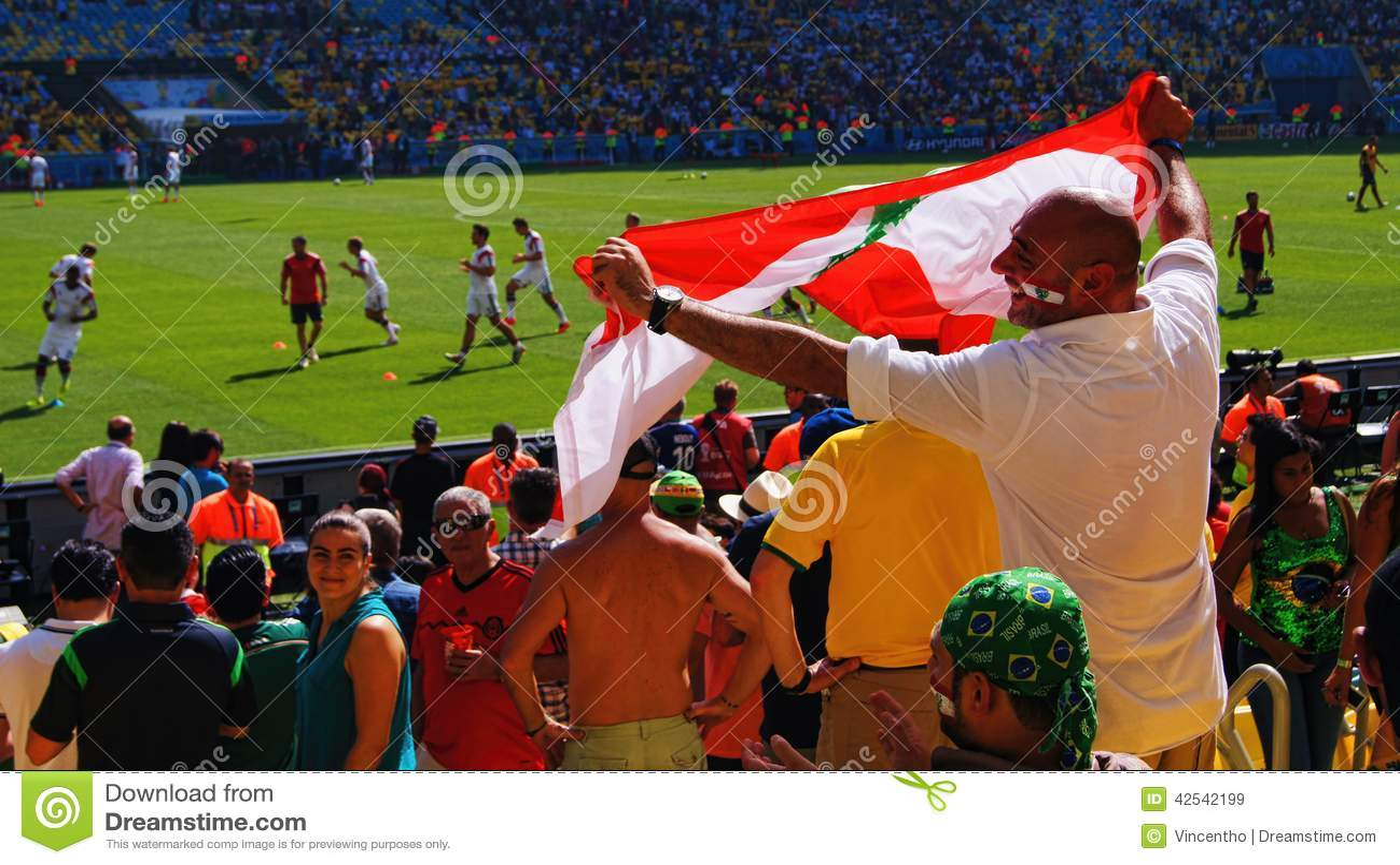 Libański fan piłki nożnej Macha Liban flaga