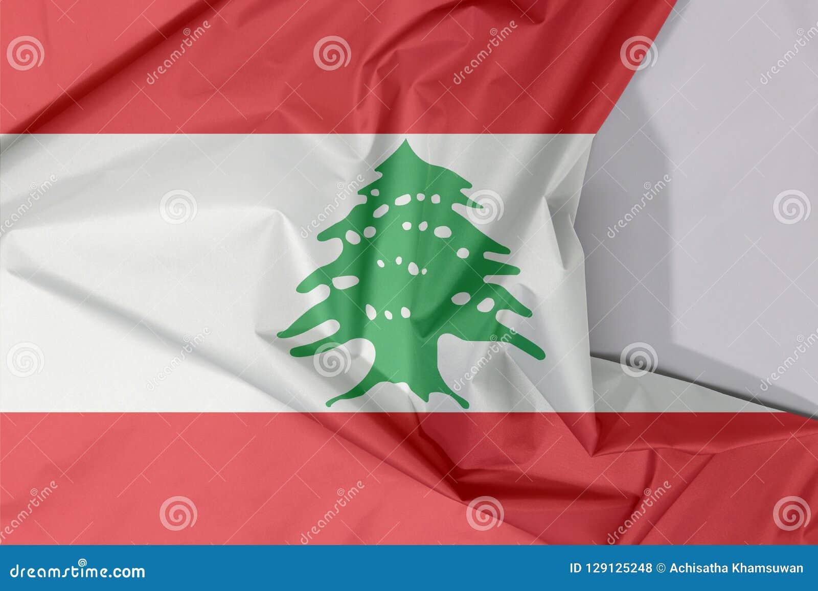 Liban tkaniny flaga zagniecenie z biel przestrzenią i krepa