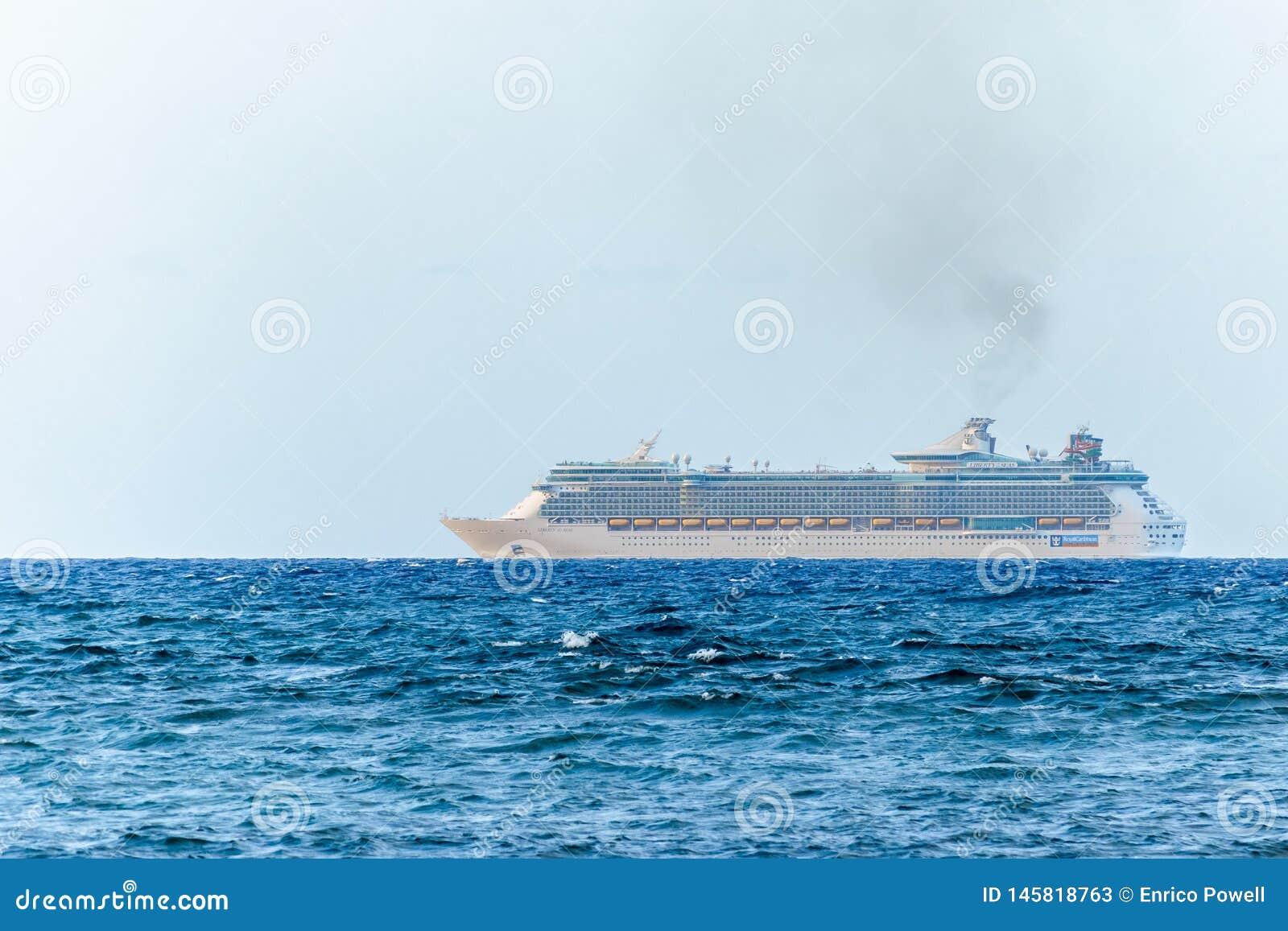 Libert? di Royal Caribbean della nave da crociera Falmouth di partenza, Giamaica dei mari