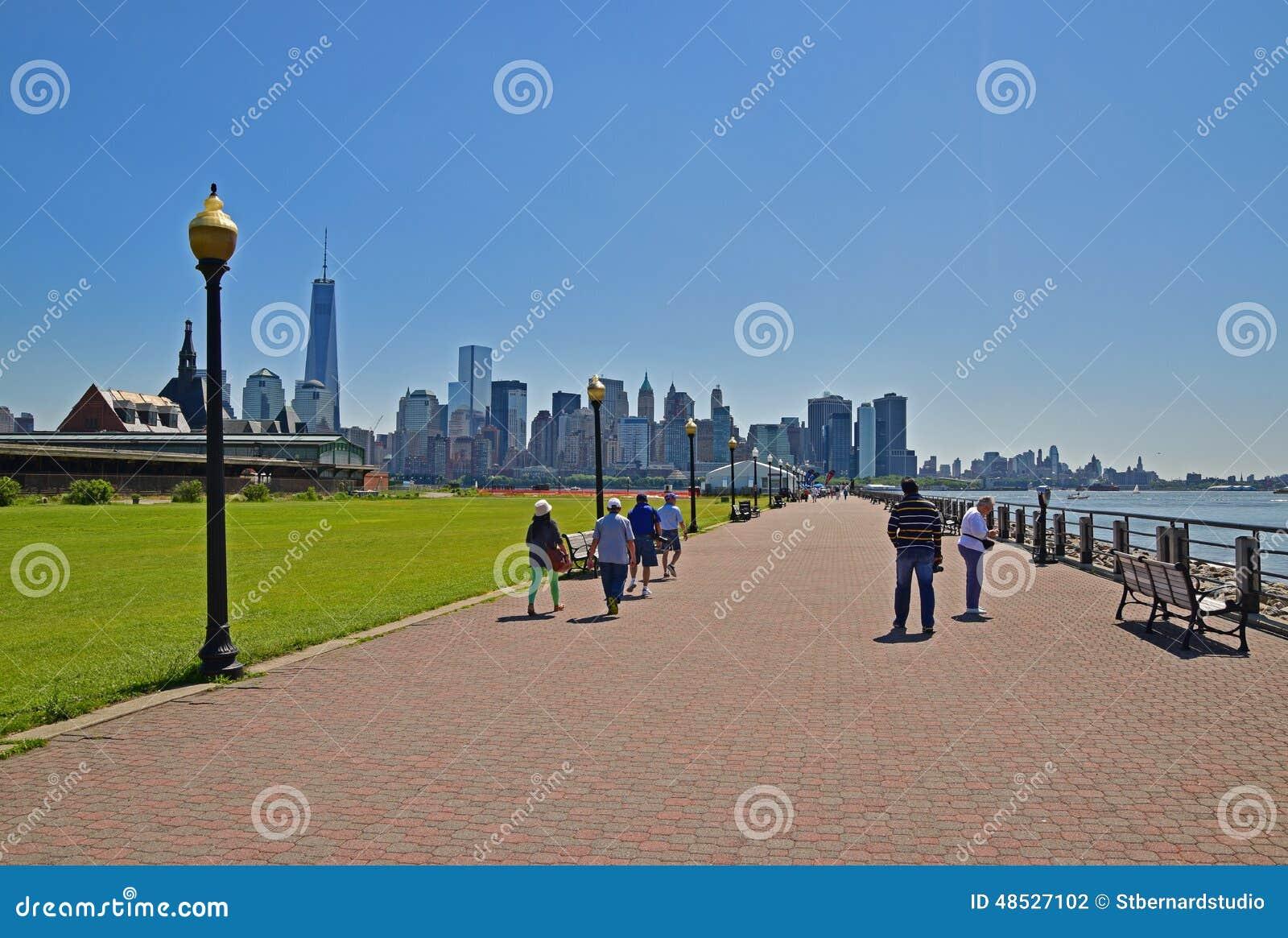 Liberty State Park Wide Walking-Weg langs Rivier Hudson