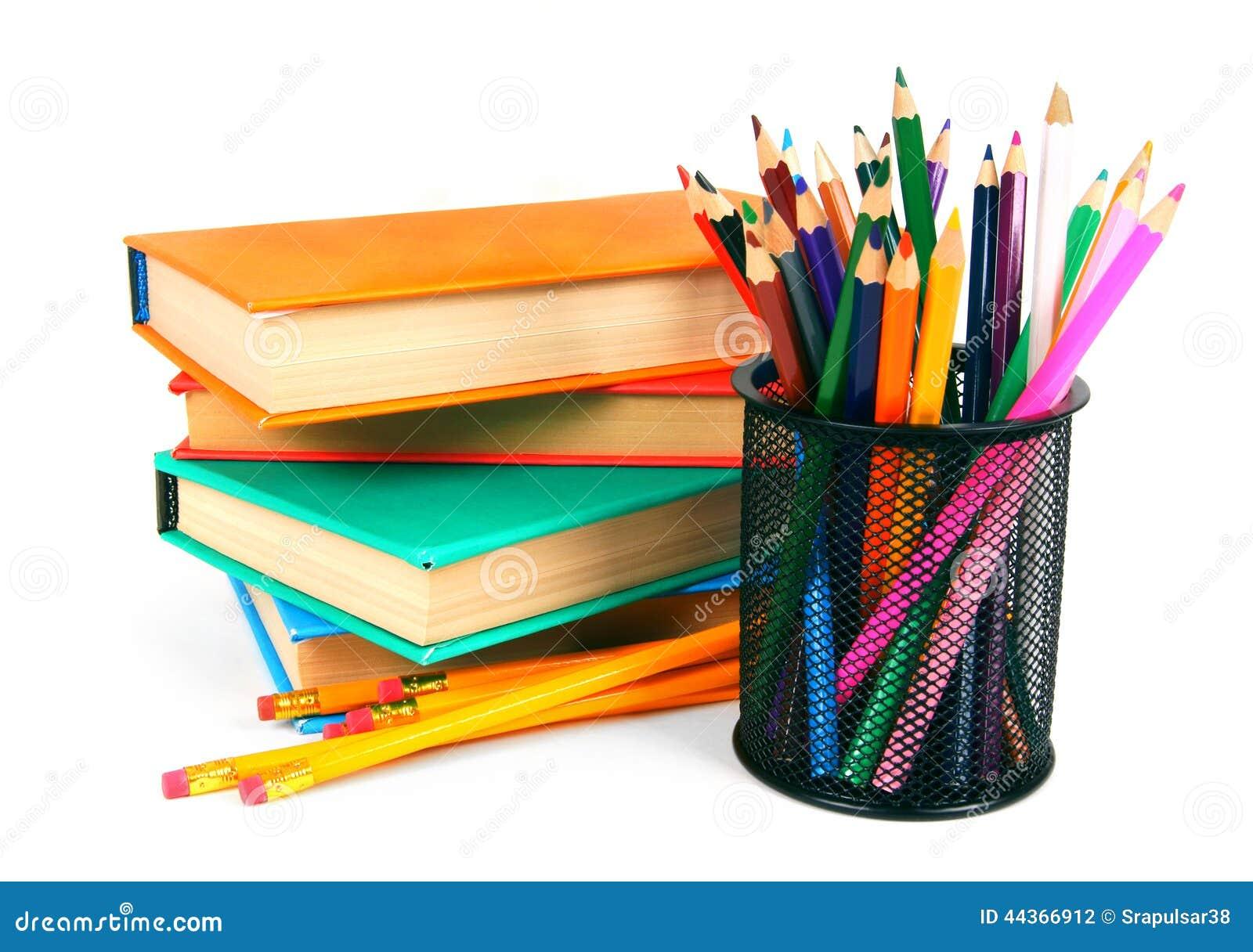 Libri e matite Su fondo bianco