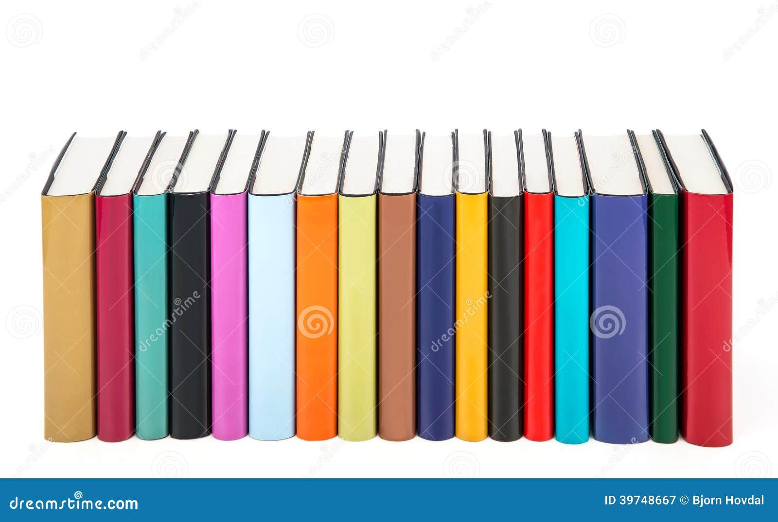 Libri variopinti in una fila