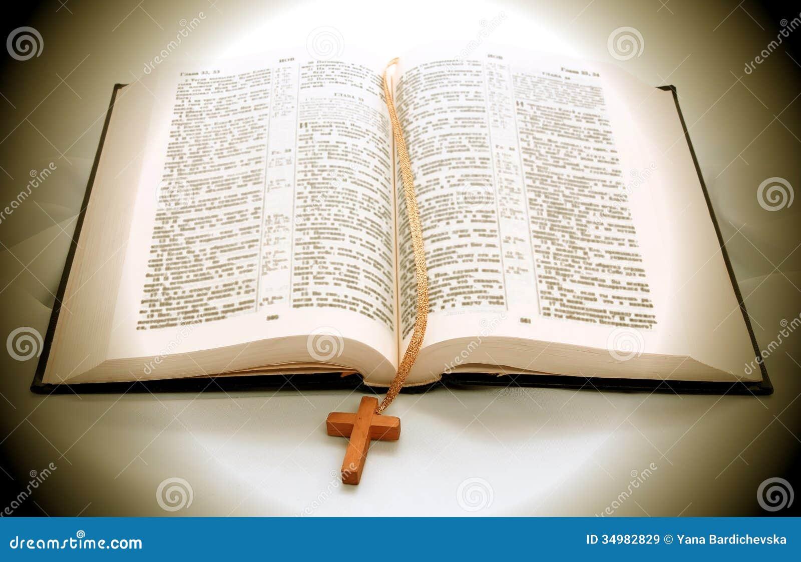 Libro Aperto Della Bibbia Immagini Stock Libere da Diritti   Immagine  34982829