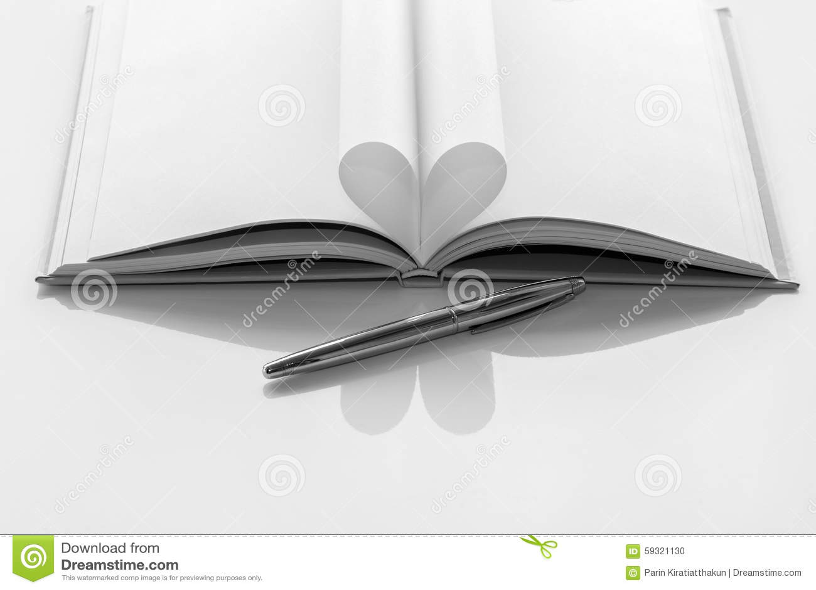 Libro Blanco Y Negro Del Corazón Foto De Archivo