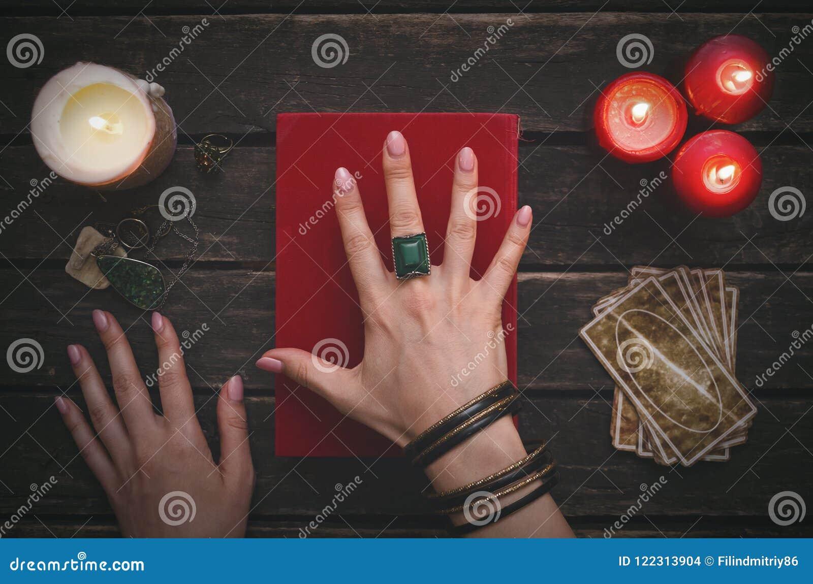 Libro de la magia y de las cartas de tarot
