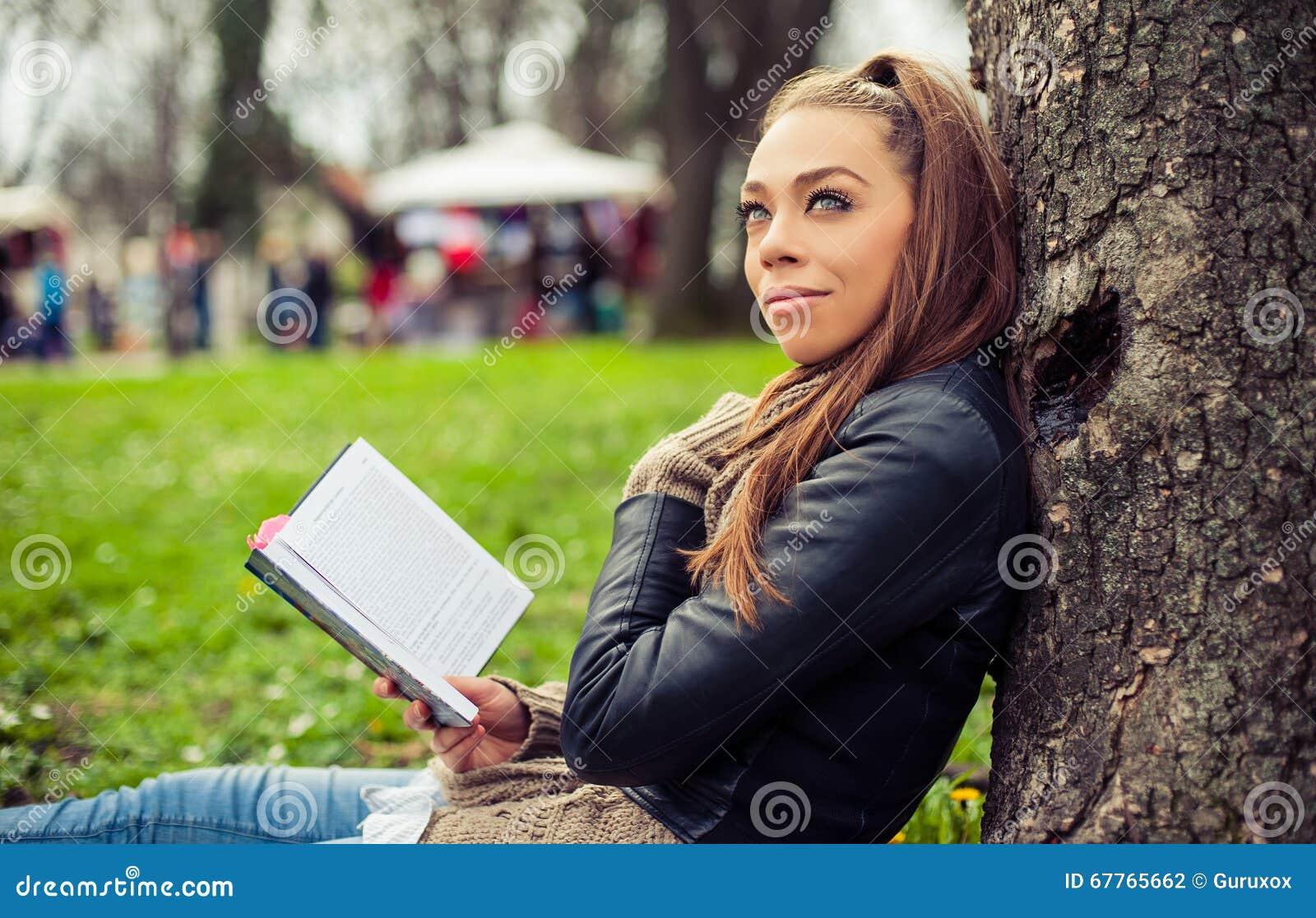 Chica libro de lectura upskirt - XXX Espano