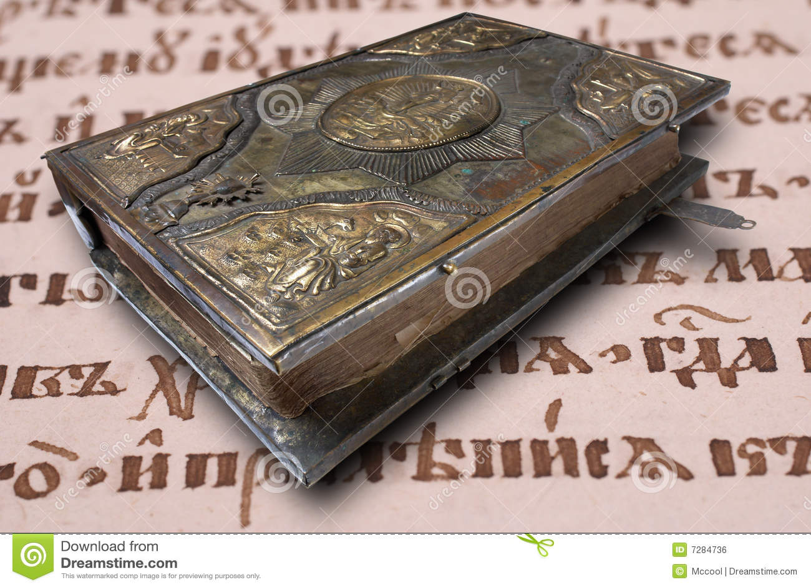 Libro del siglo XVII en fondo