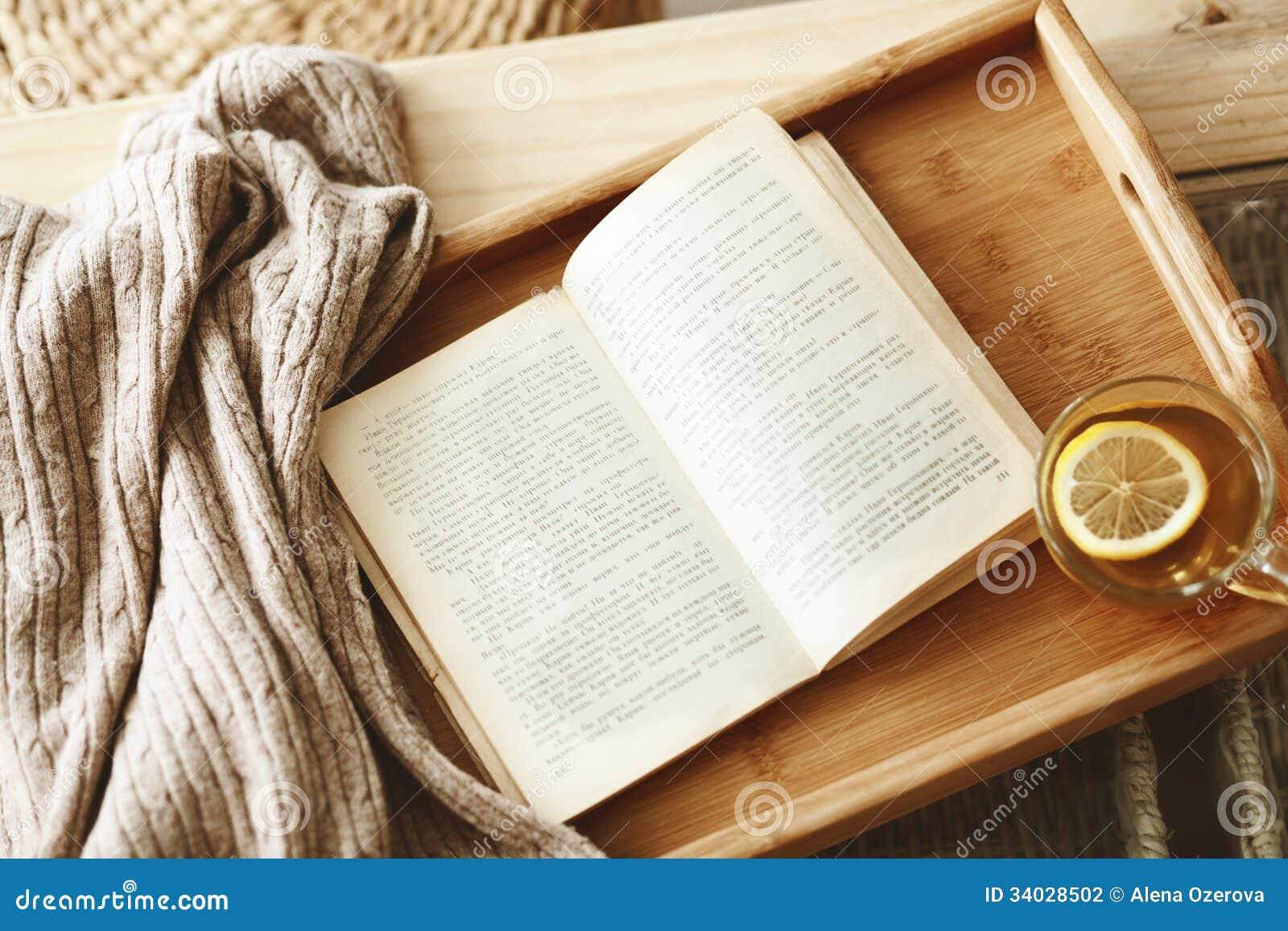 Libro e maglione