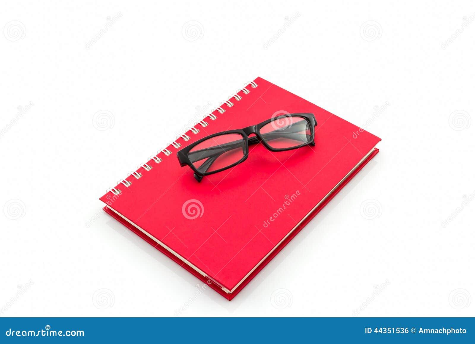 Libro rosso del diario con i vecchi vetri