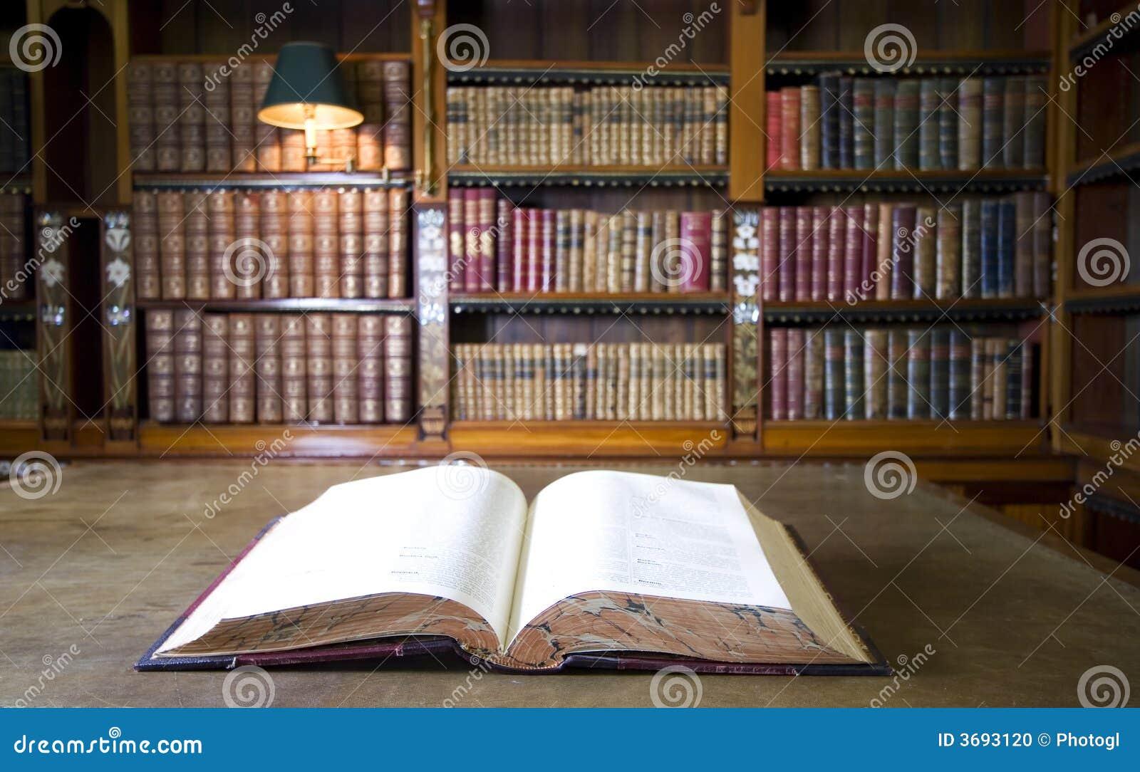 Libro in vecchia libreria