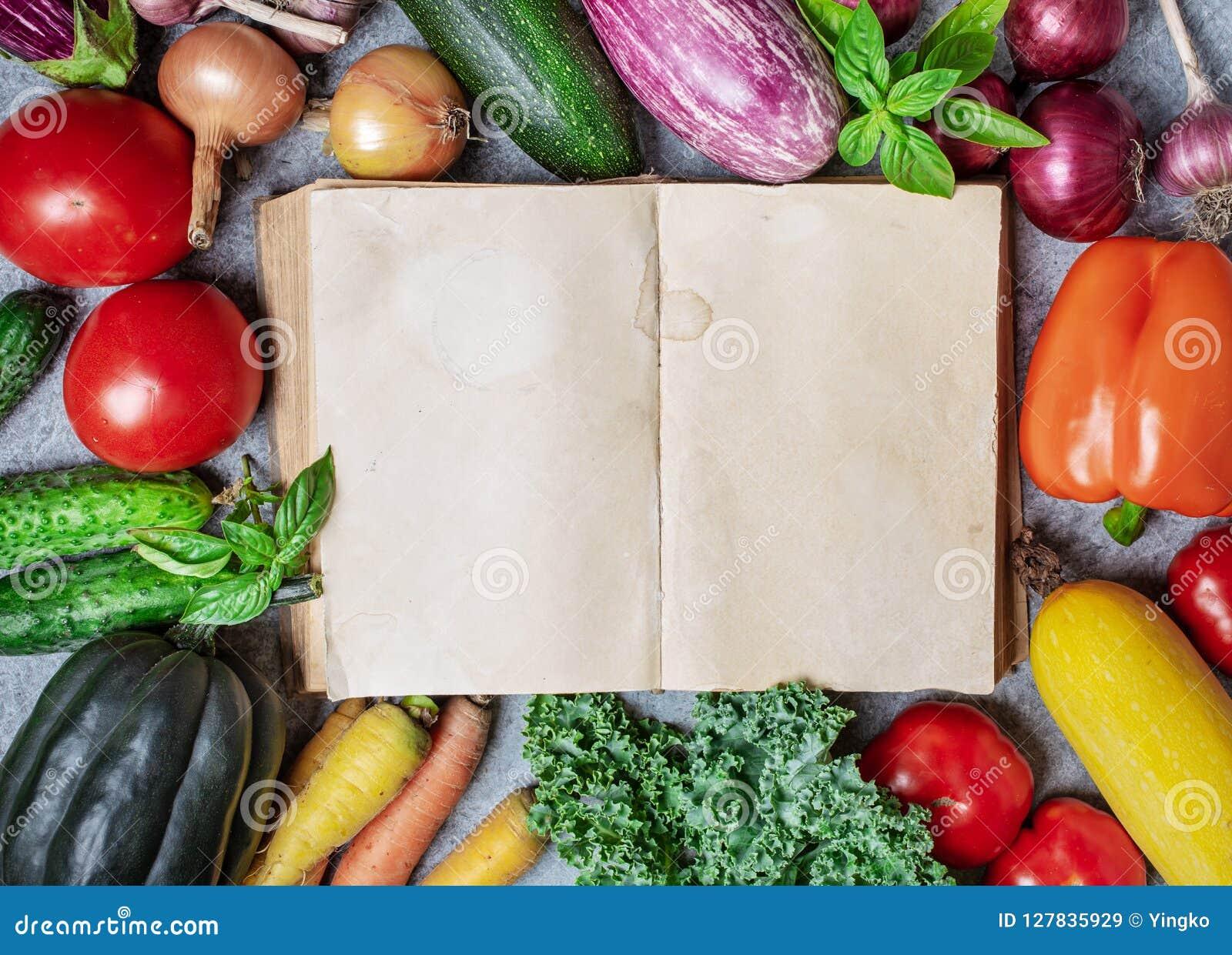 Libro viejo y verduras