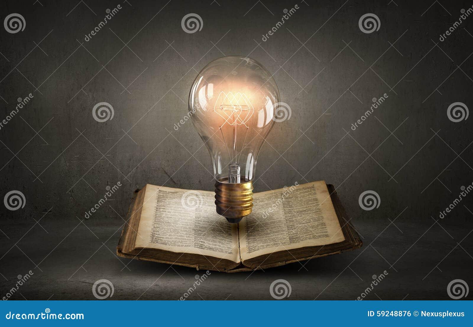 Libro y bombilla