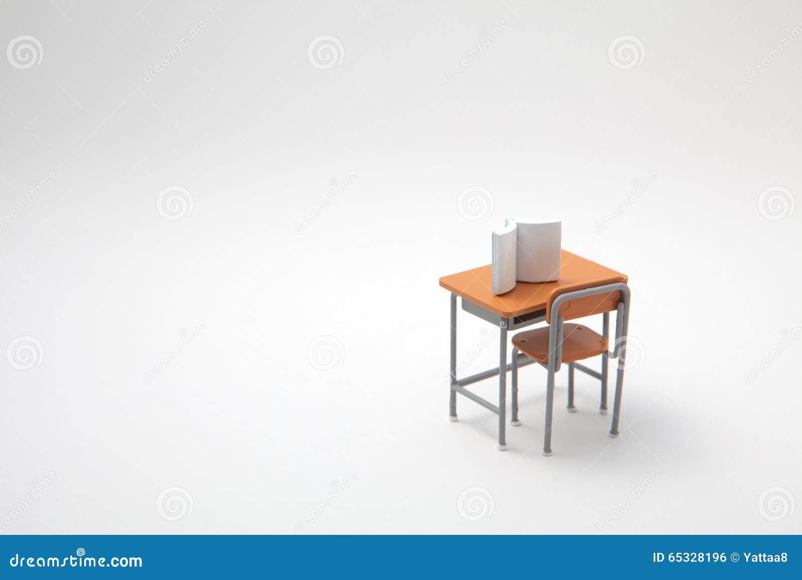 Libro y escritorio de aprendizaje miniatura