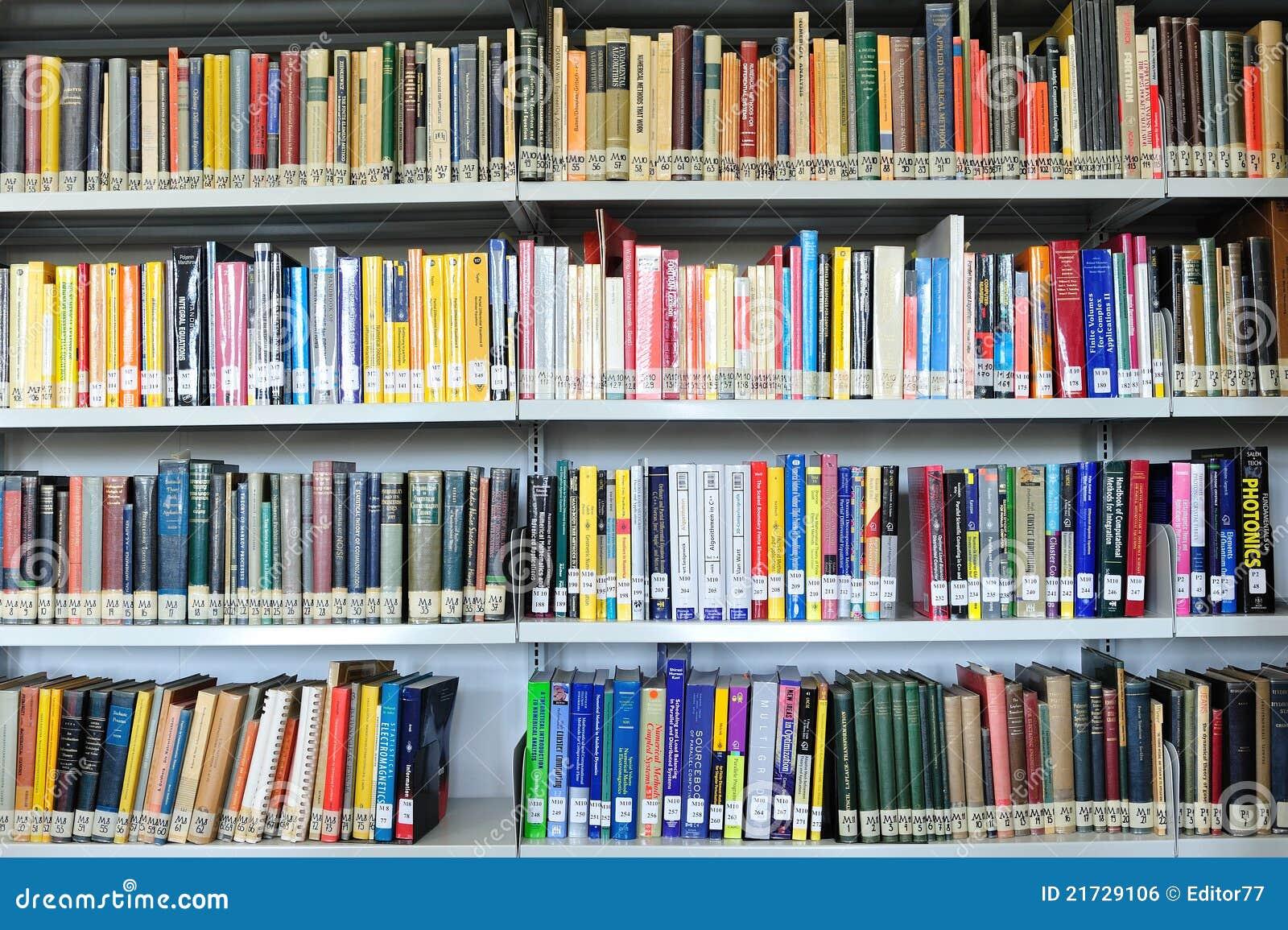 Libros de la física en biblioteca