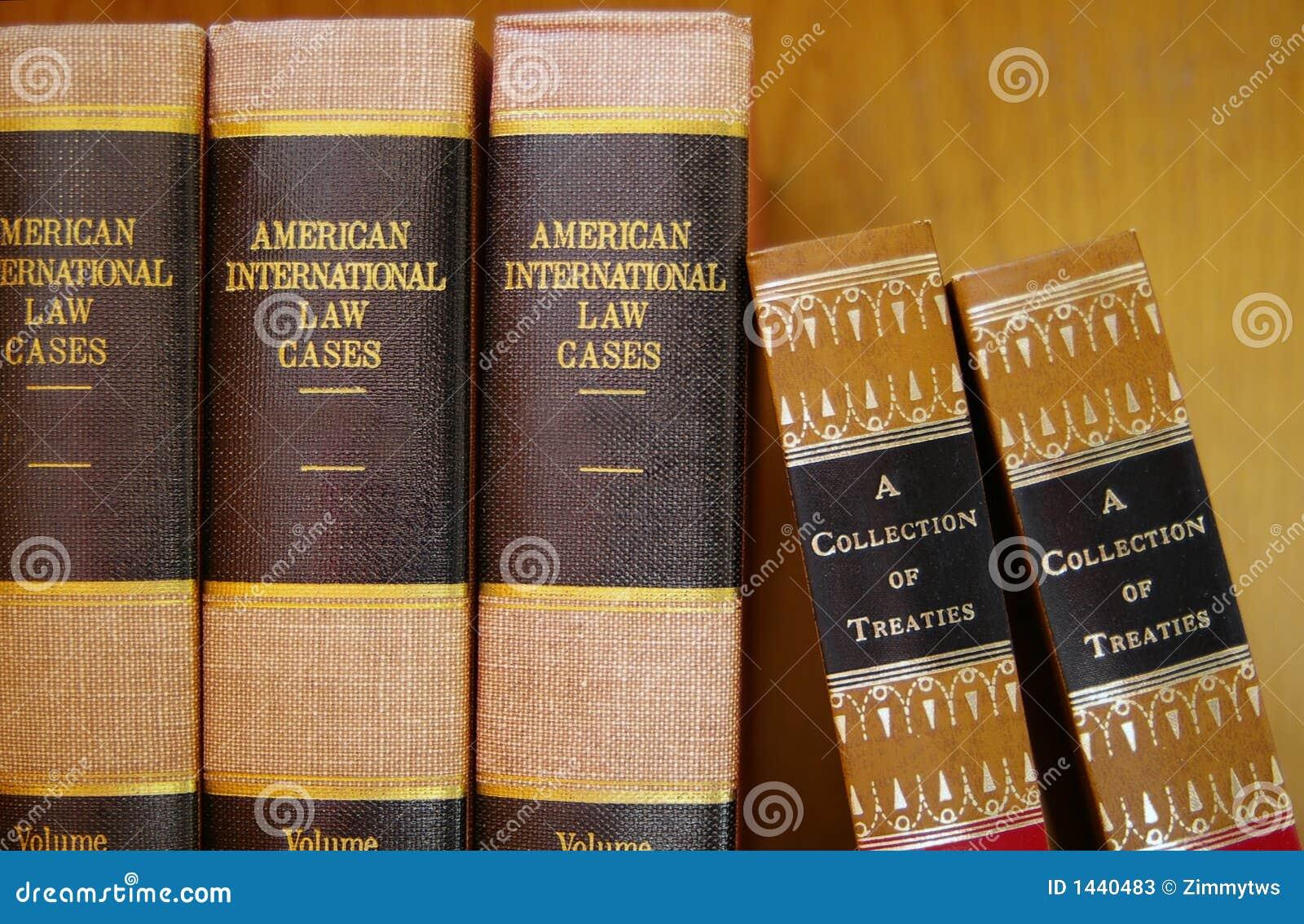 Libros de ley en una fila