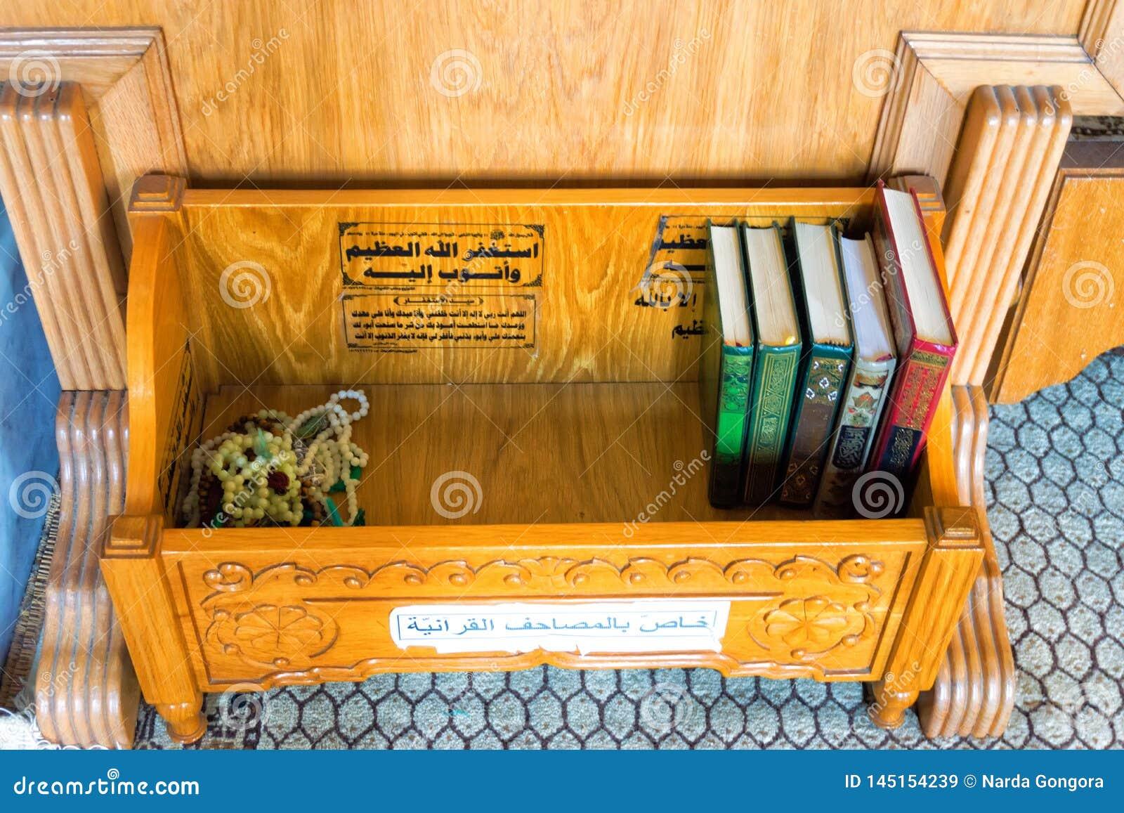Libros del Quran en la mezquita, Cartago, Túnez