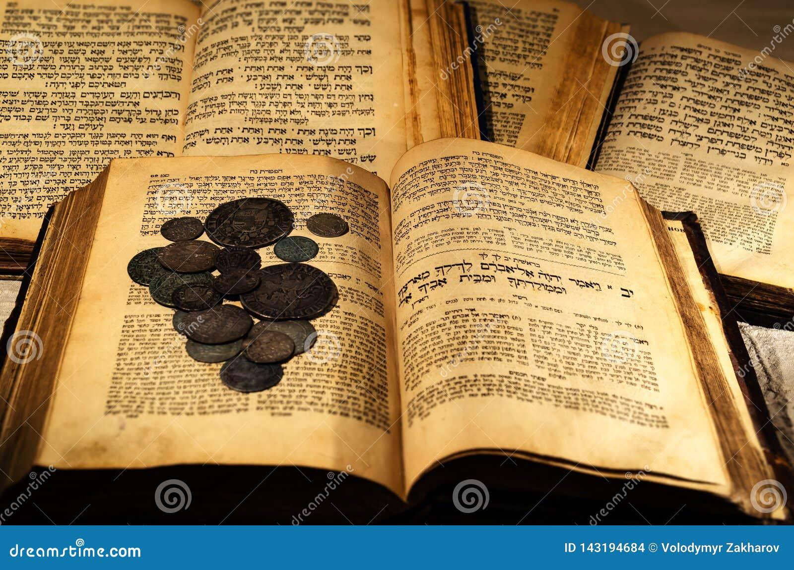 Libros judíos viejos santos