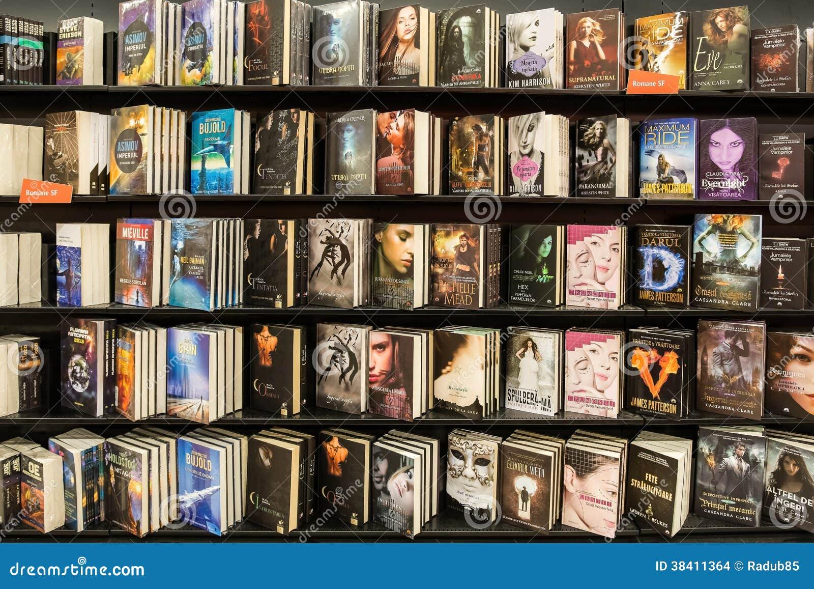 Libros Modernos De Las Novelas En Biblioteca Imagen De