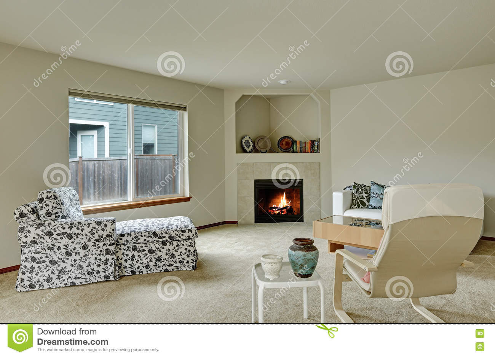 Licht Tont Elegantes Wohnzimmer Mit Kamin In Der Ecke Stockbild Bild Von Ecke Licht 79352869