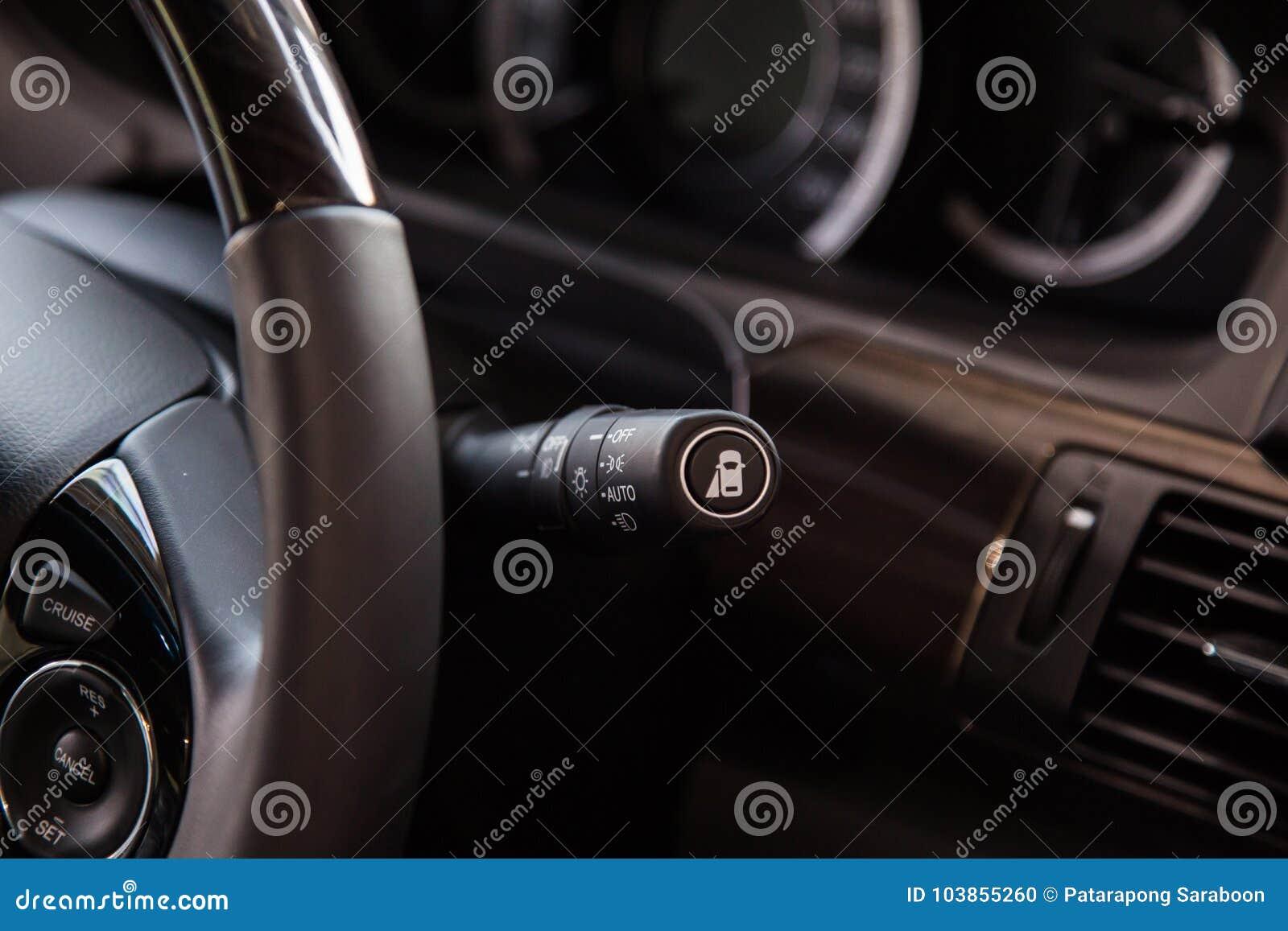 Lichte schakelaarcontrole in auto