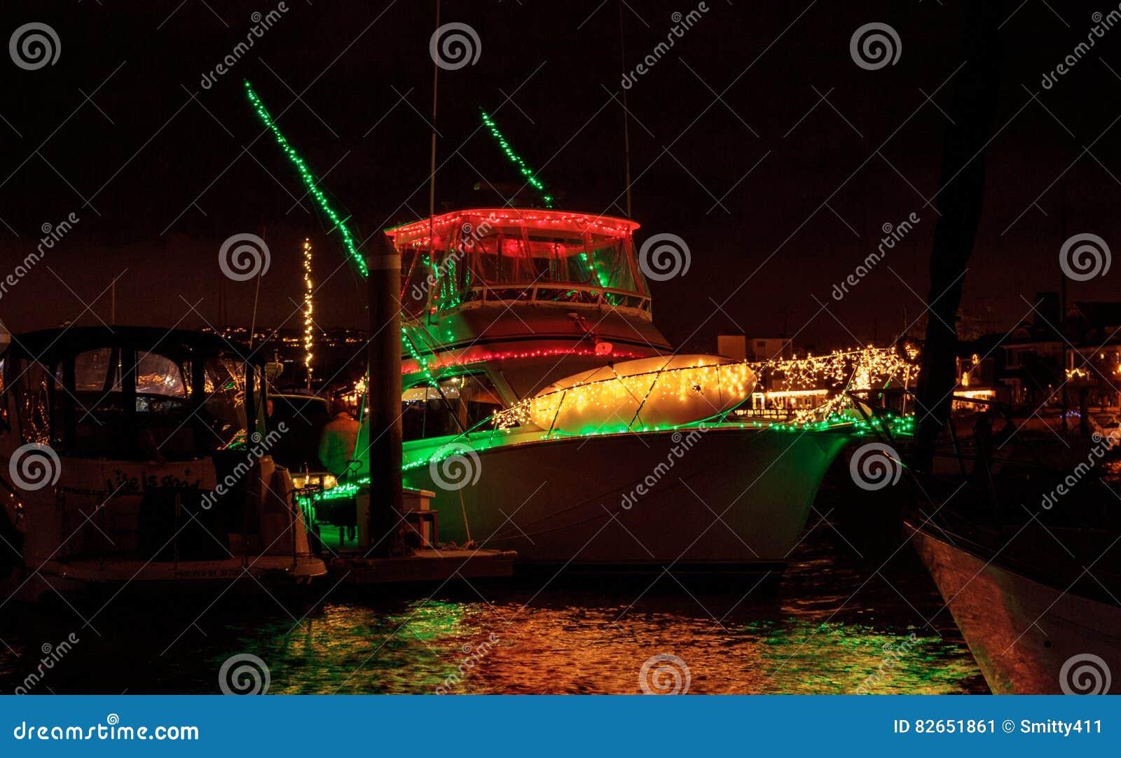 Lichterkette am Balboa-Insel-Hafen
