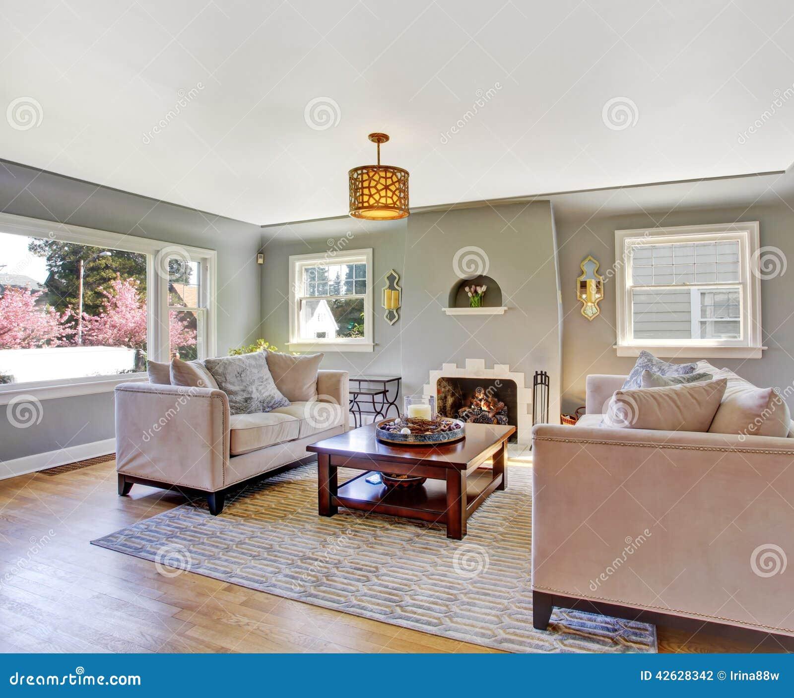 Witte woonkamer met grijze banken stock foto   afbeelding: 47303181