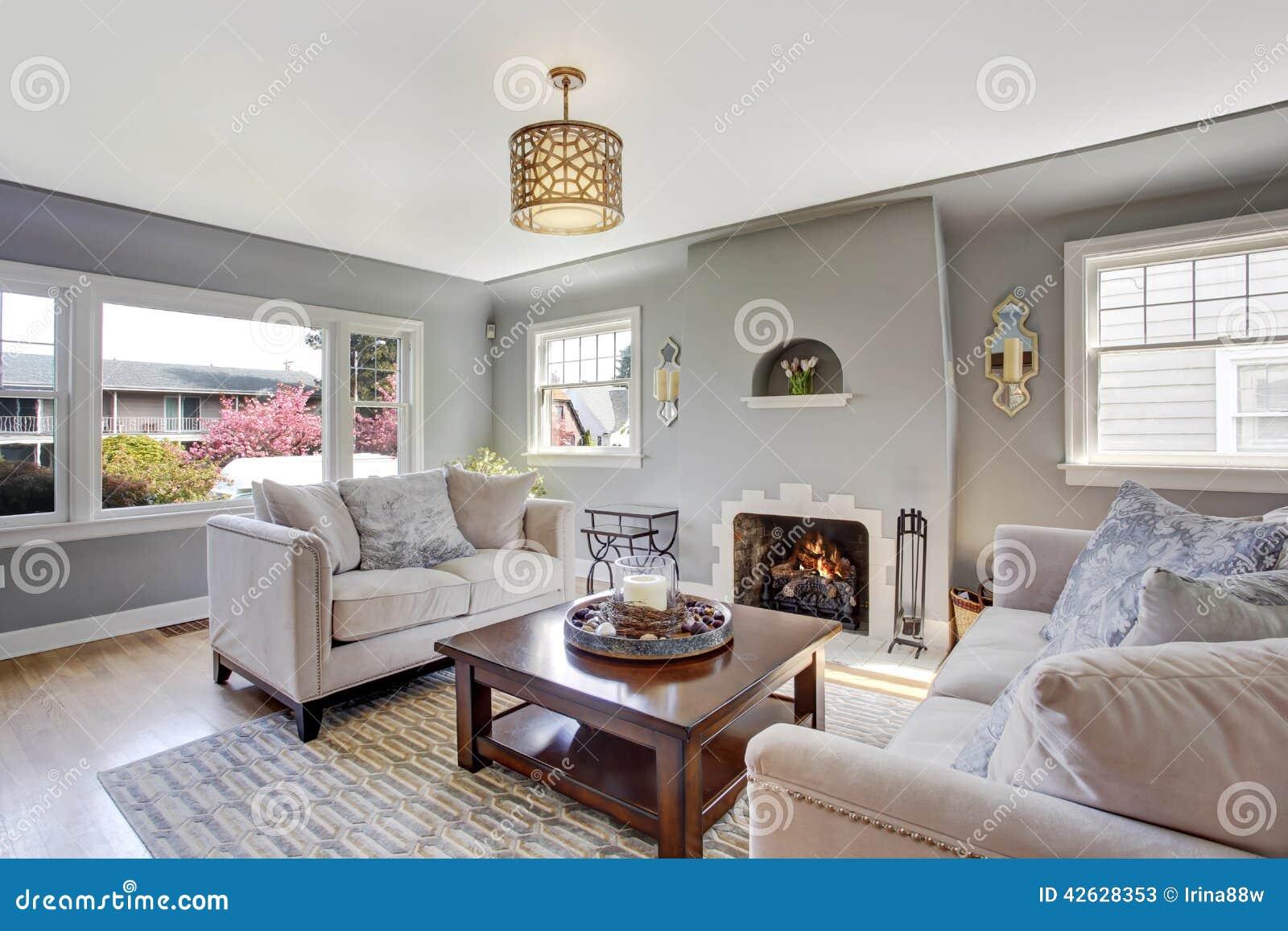 Lichtgrijze woonkamer met witte banken en open haard stock foto afbeelding 42628353 - Woonkamer deco ...