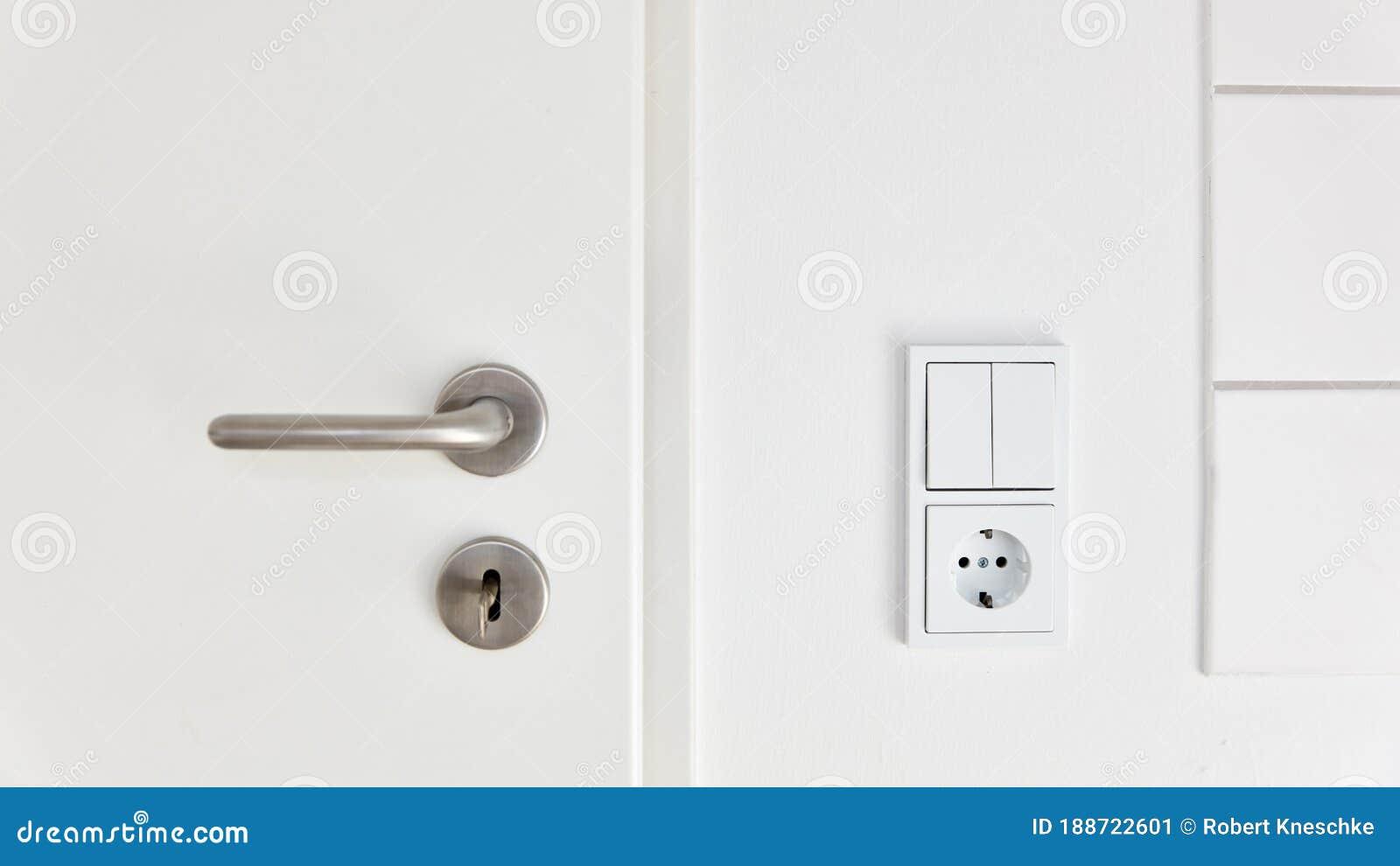 Lichtschalter Und Steckdosen Neben Tür in Der Küche Oder Im ...