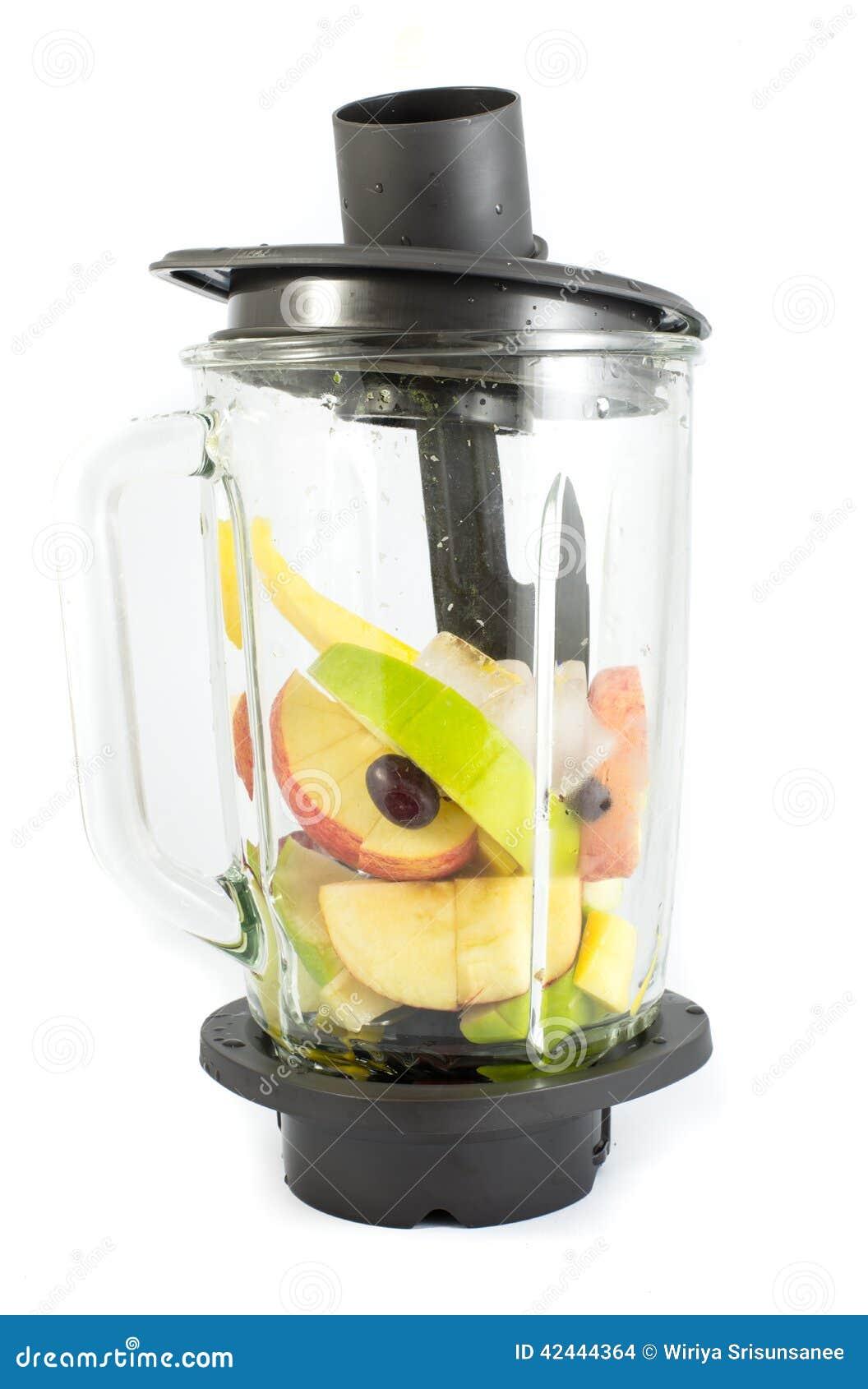 Licuadora eléctrica con las frutas