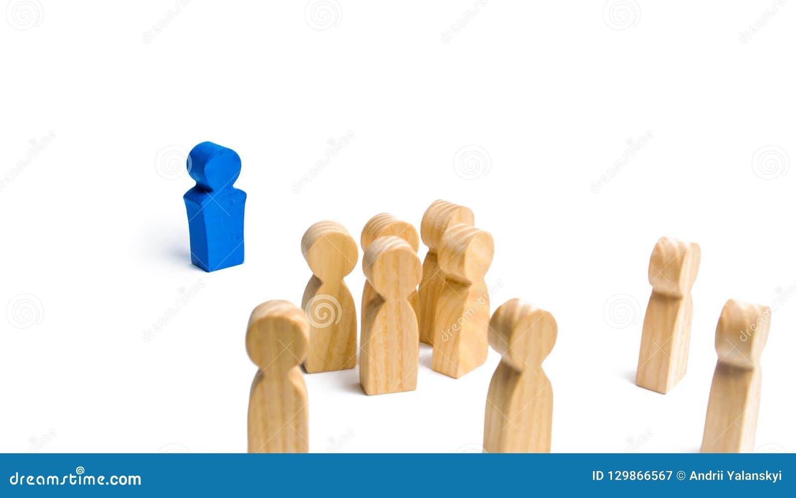 Lider adresuje tłumu ludzie mówi mowę Biznesowy pojęcie lidera i przywódctwo ilości, tłumu zarządzanie