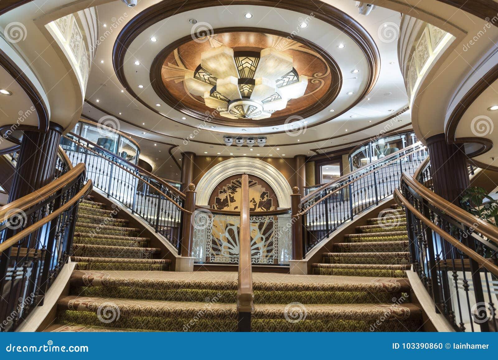 Lidstaten Queen Elizabeth Grand Foyer Staircase