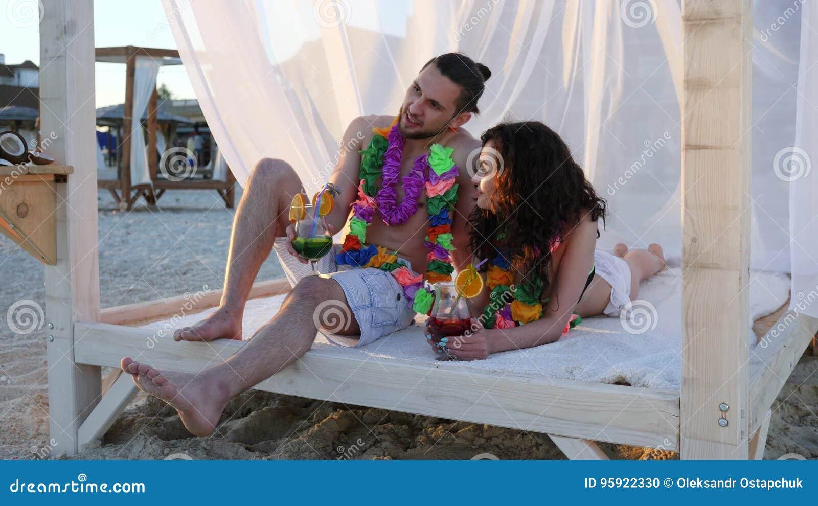 Lieben Sie Romantische Paare Ein Exotische Ferien, Sommerferien Für ...