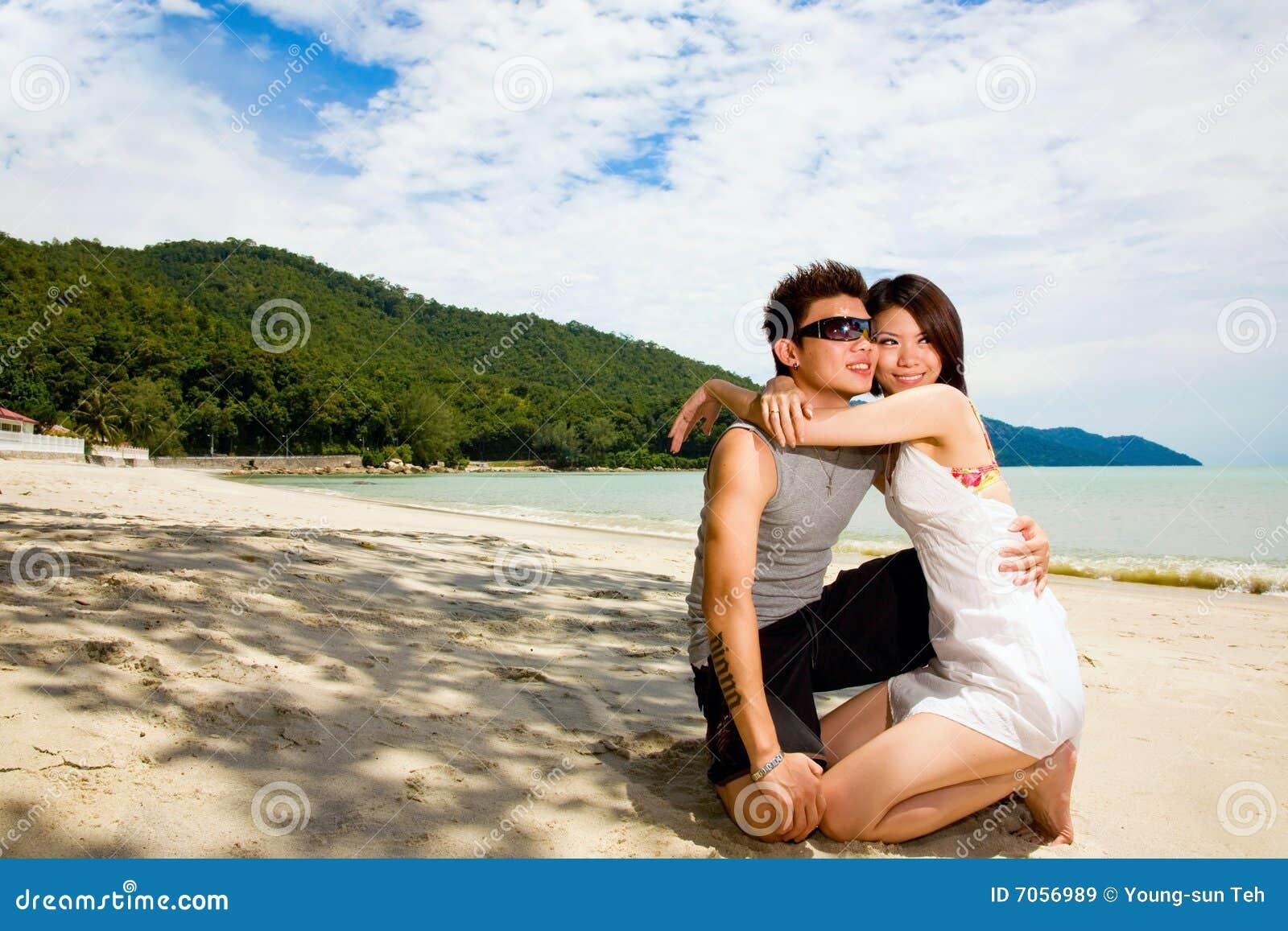 Liebevolle asiatische Paare