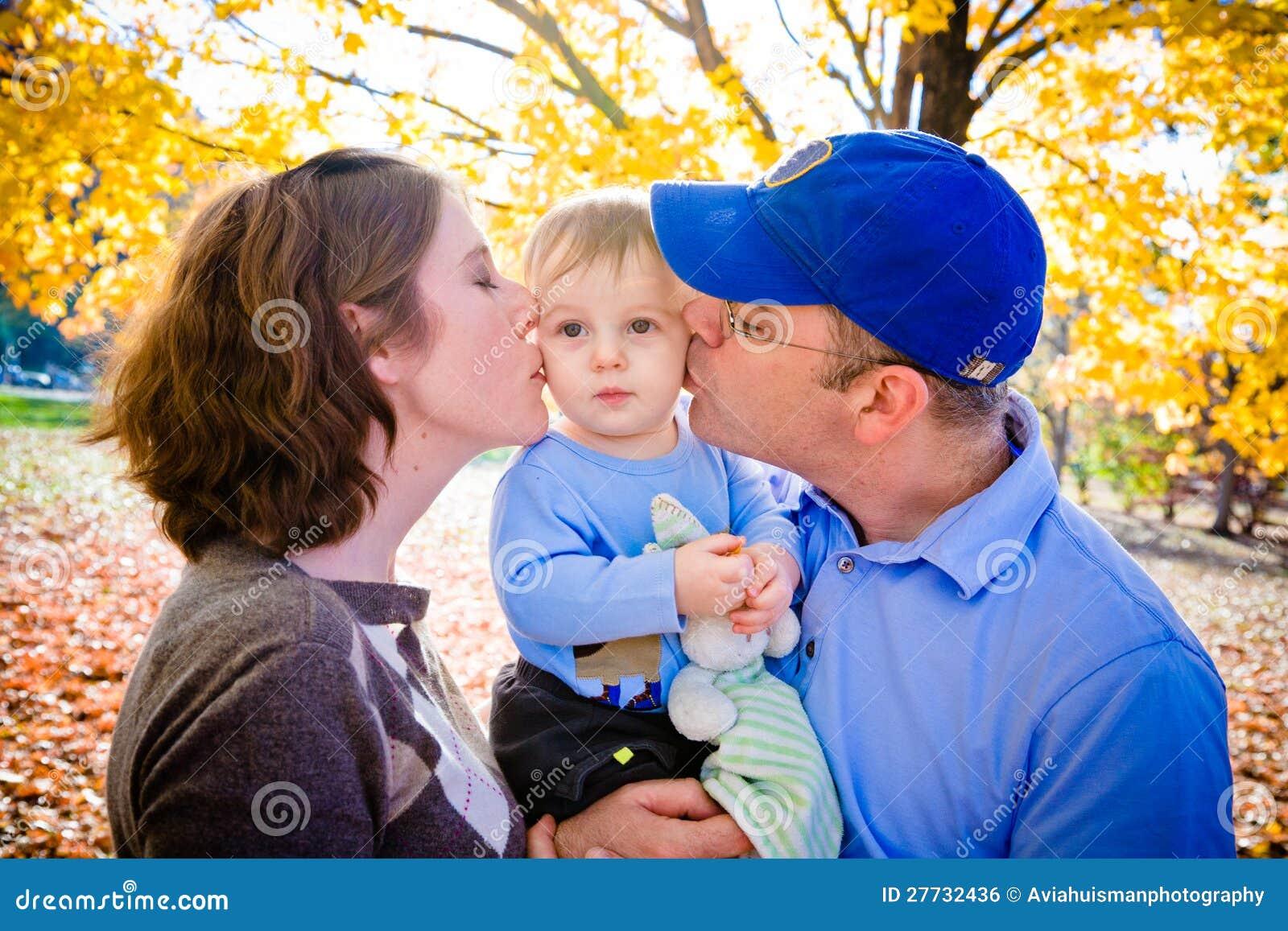 Liebevolle Eltern und Sohn
