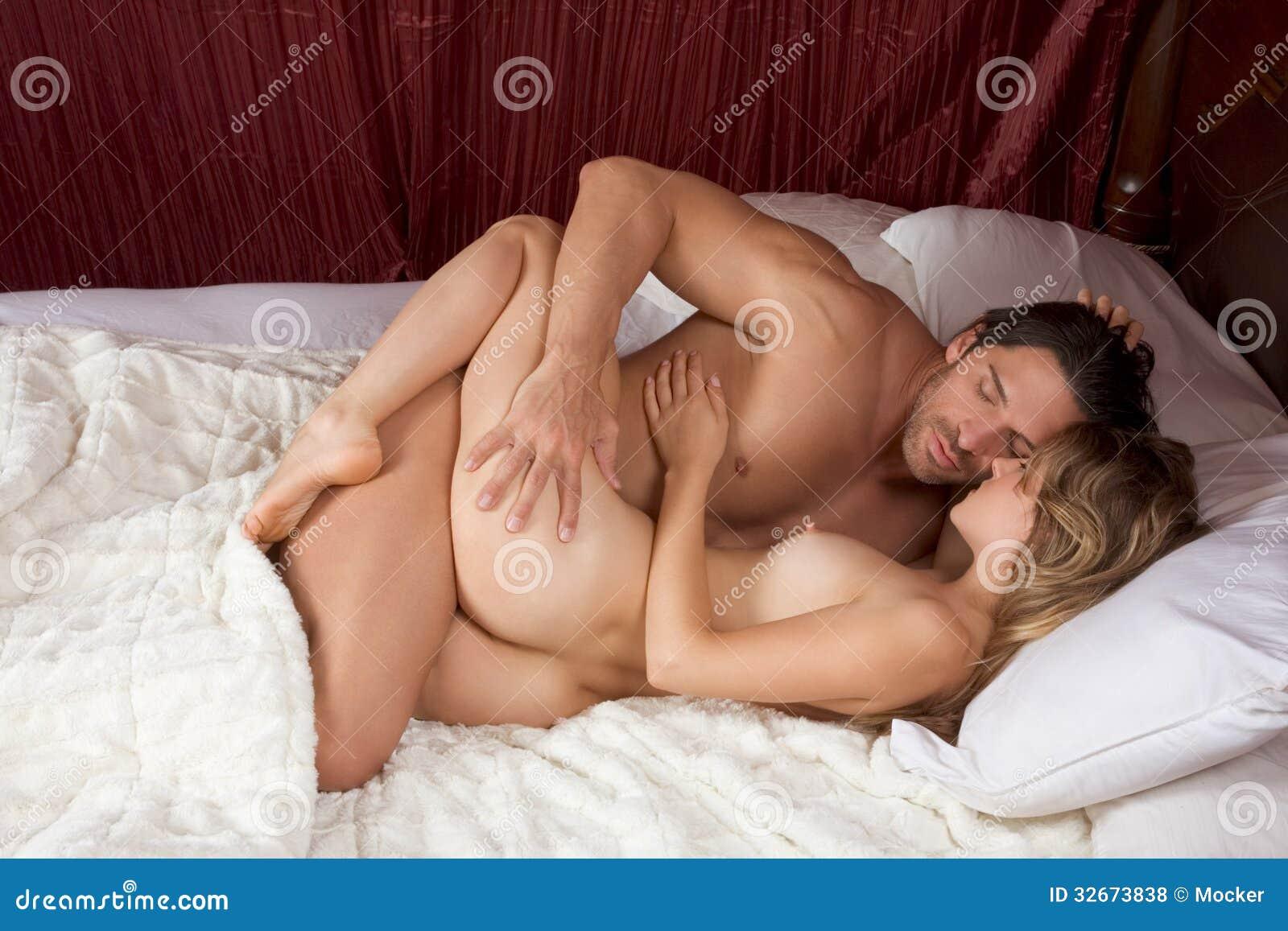 Nackte Im Bett