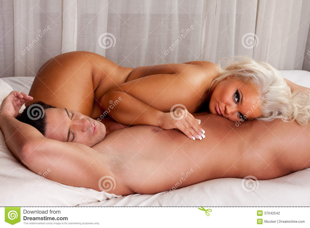 couples sex nude bed