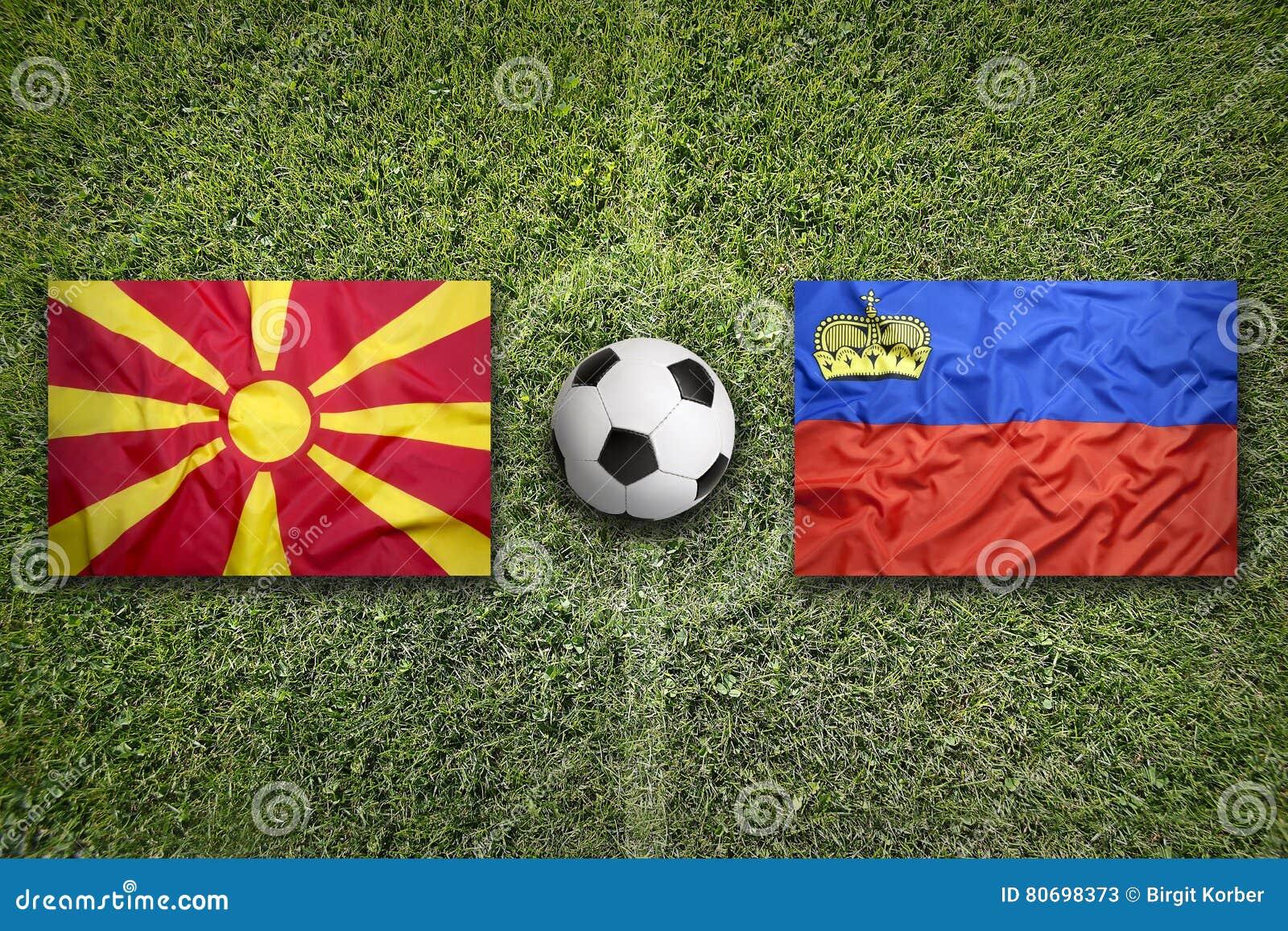Liechtenstein versus De vlaggen van Macedonië op voetbalgebied