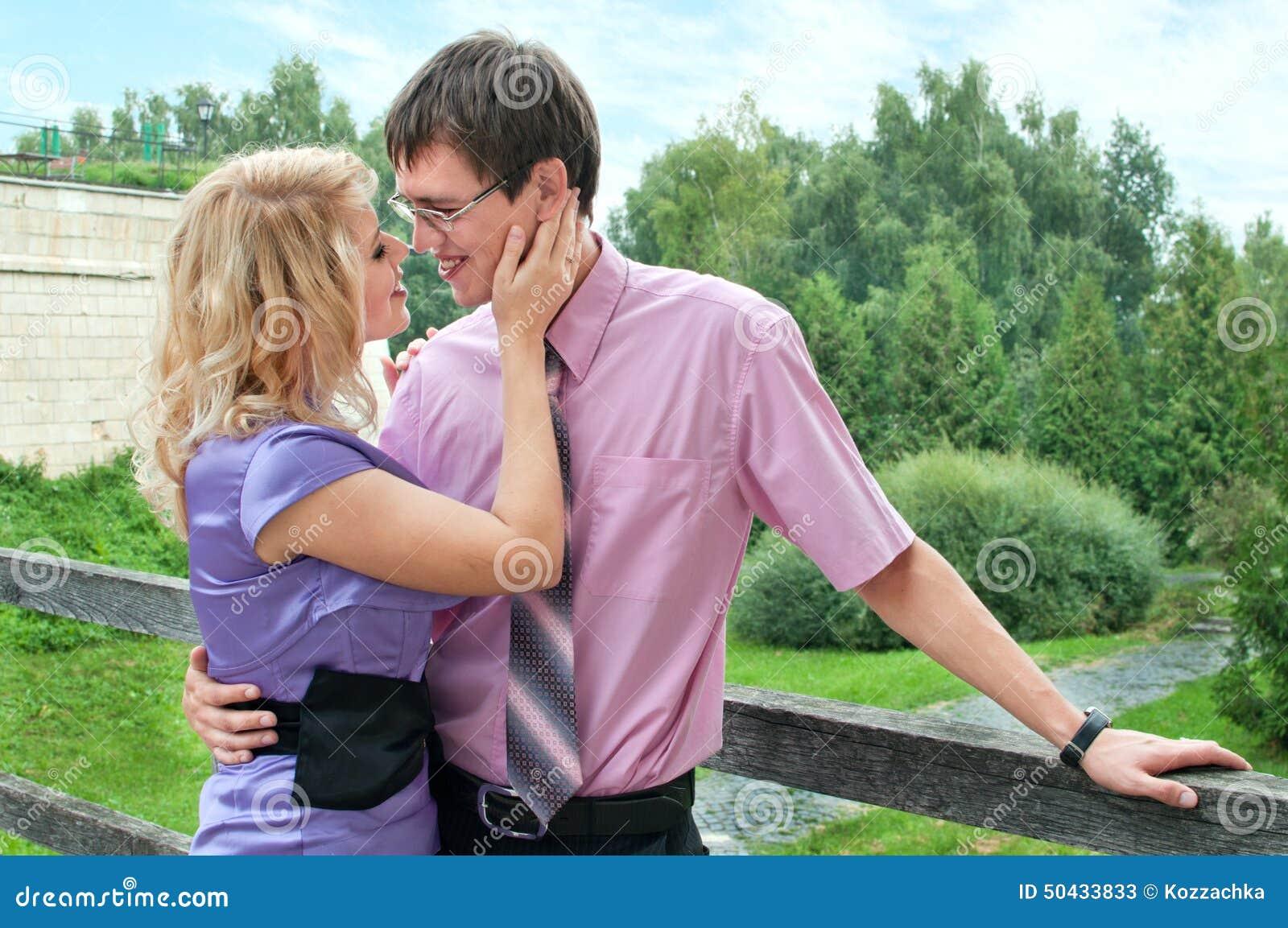 Liefde jongen en meisje stock afbeelding afbeelding bestaande uit twee 50433833 - Twee meisjes en een jongen ...
