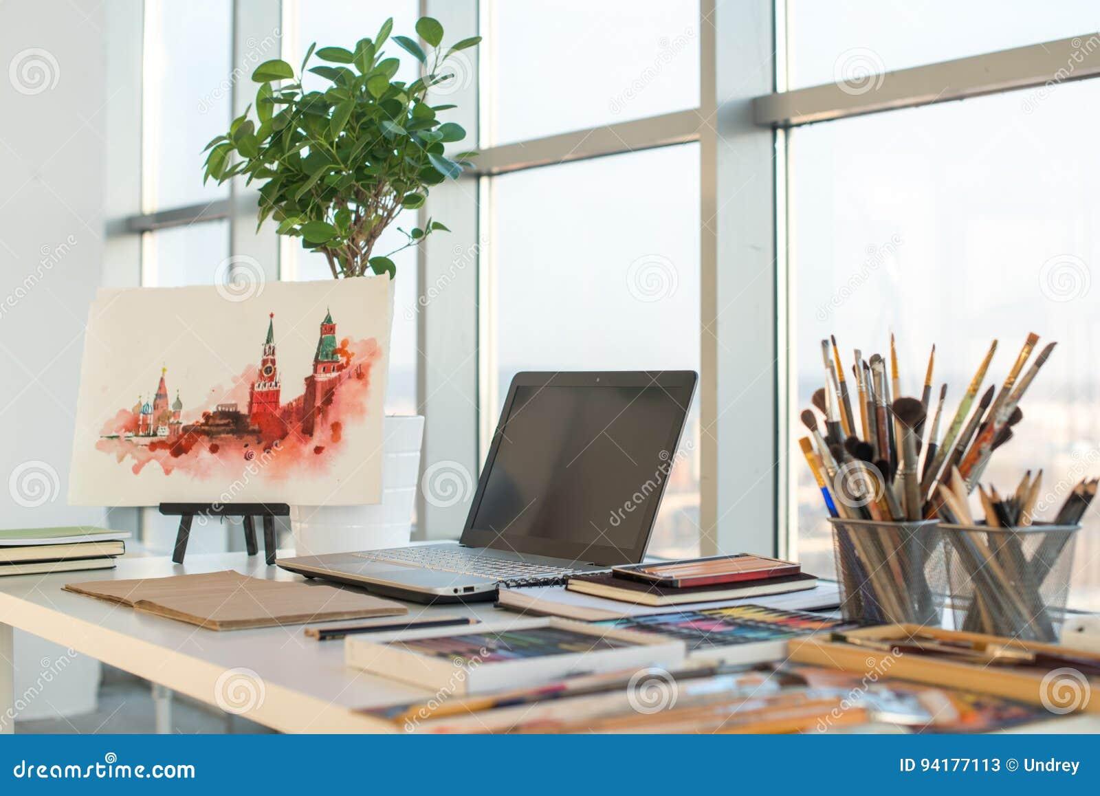 Concepteur artiste equipment dessin studio lieu travail